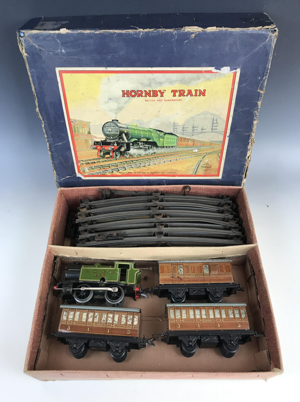 Lot 45 - A Hornby clockwork O Gauge passenger train set, having 460 LNER 0-4-0 locomotive in racing green,