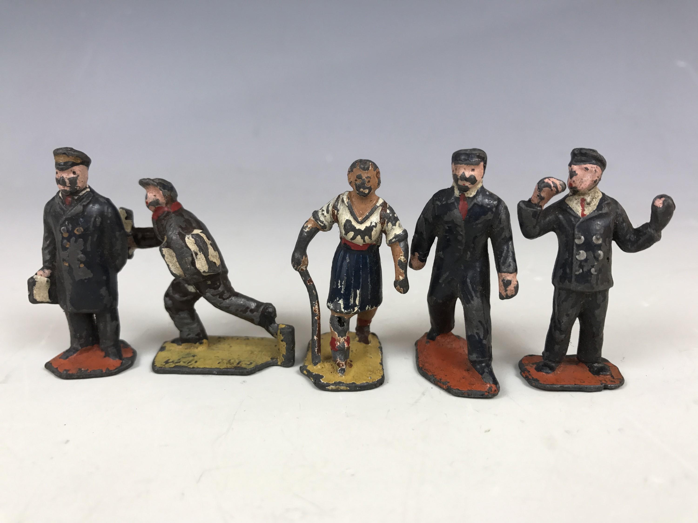 Lot 53 - Vintage die-cast model railway platform figures