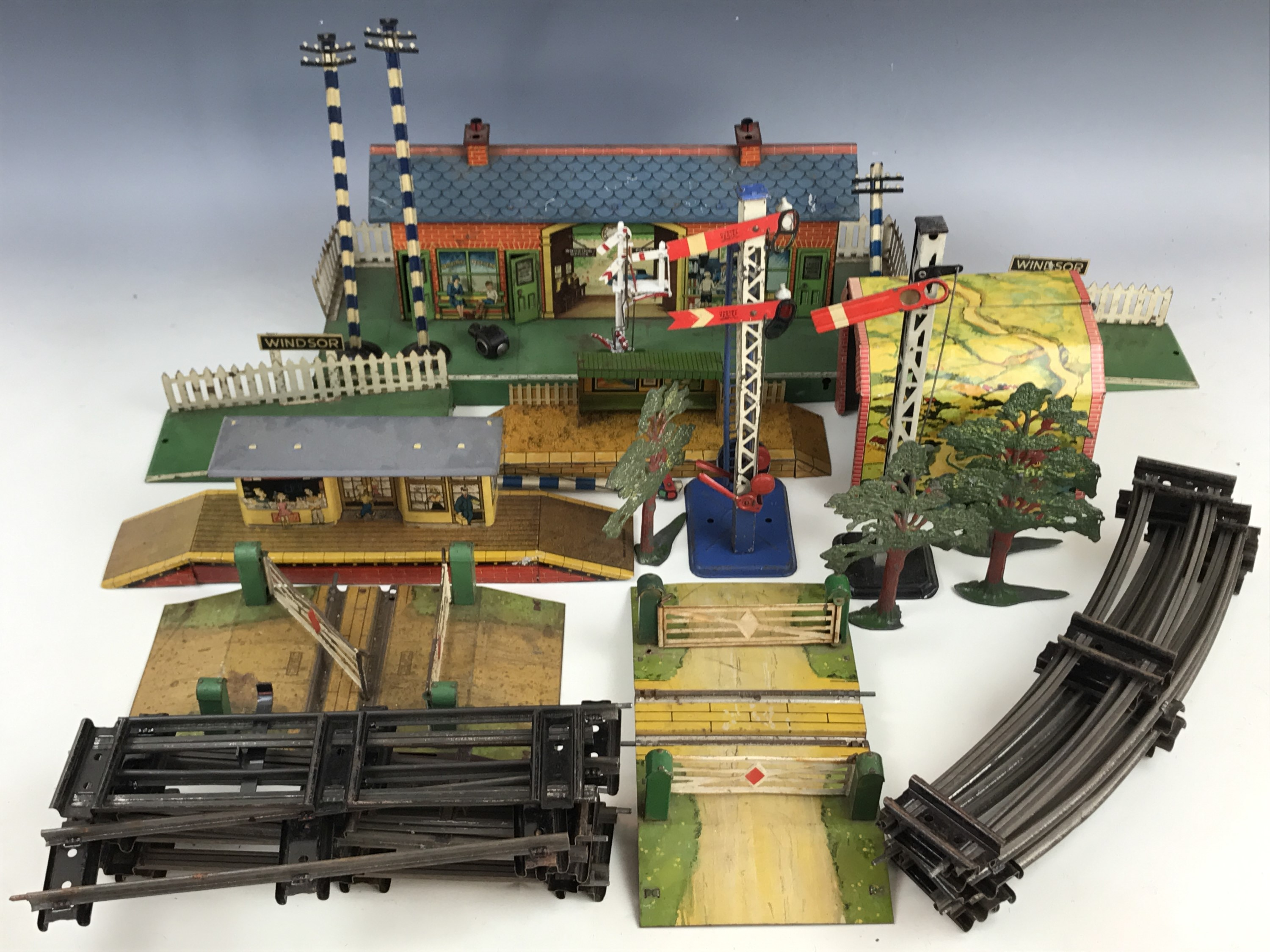 Lot 52 - Hornby and other O Gauge railway tinplate platform accessories and track, including Windsor platform