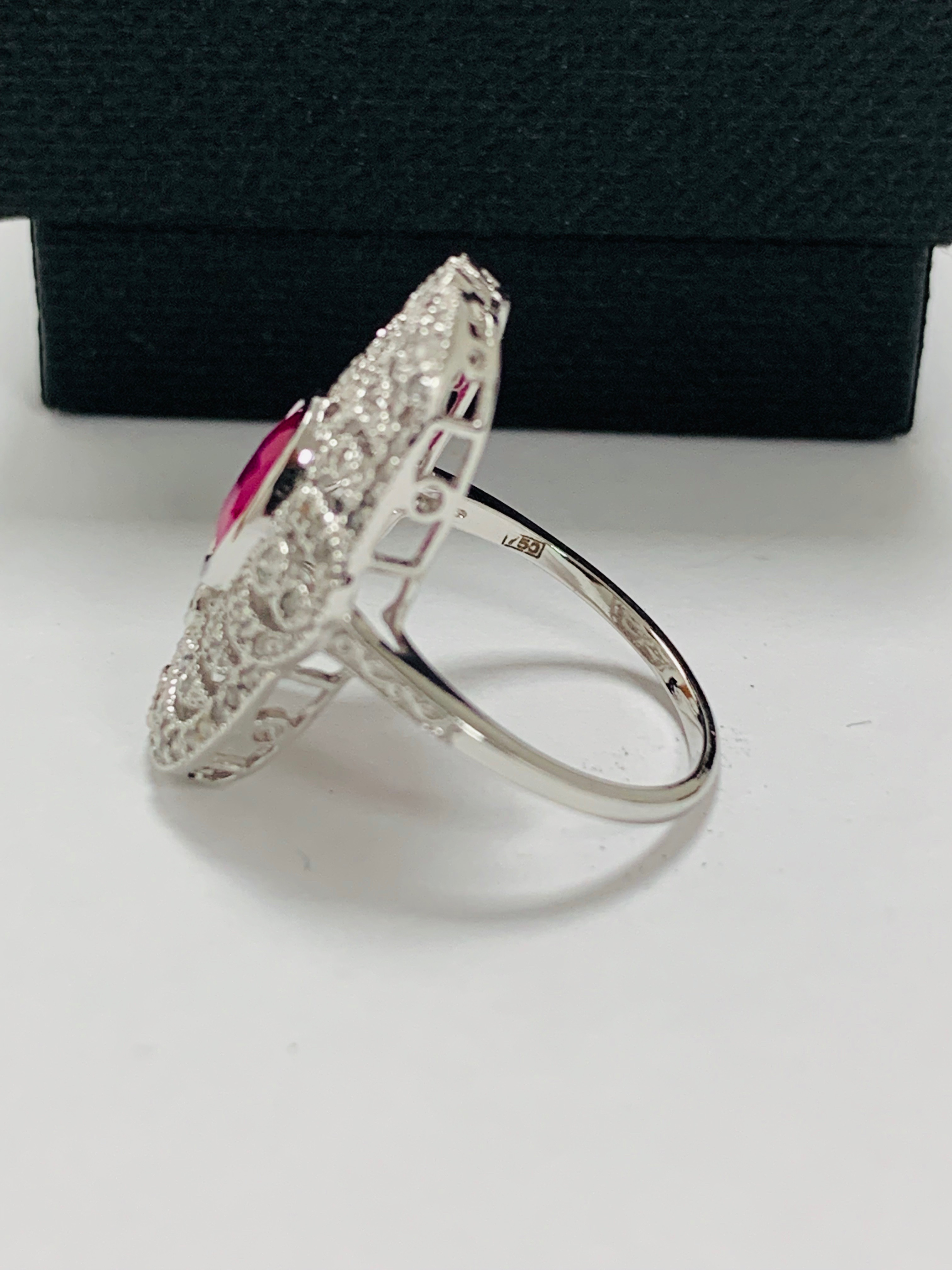 18ct white gold ruby& diamond ring. - Image 4 of 11