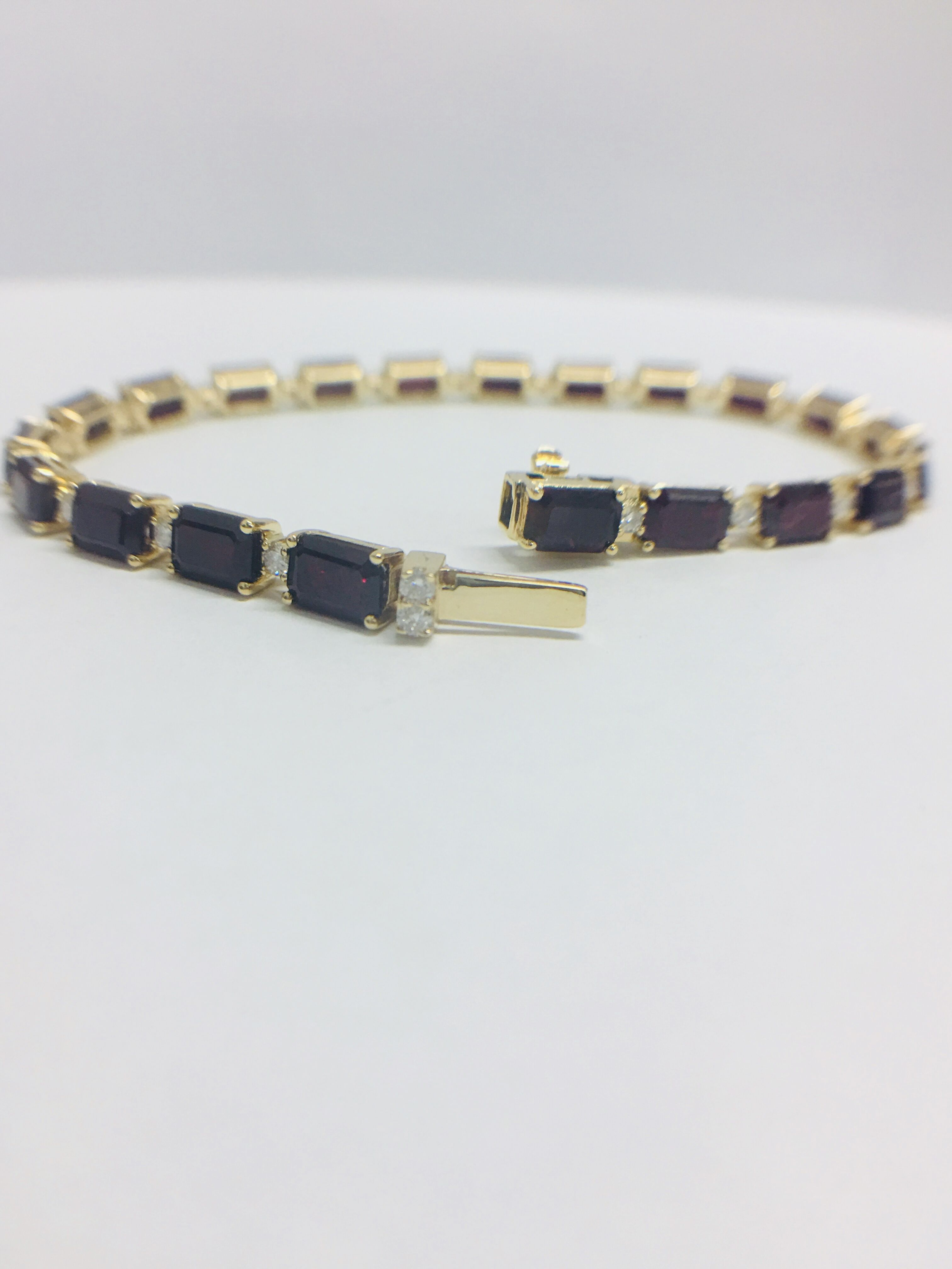 18ct yellow gold ruby and diamond tennis bracelet - Image 4 of 10