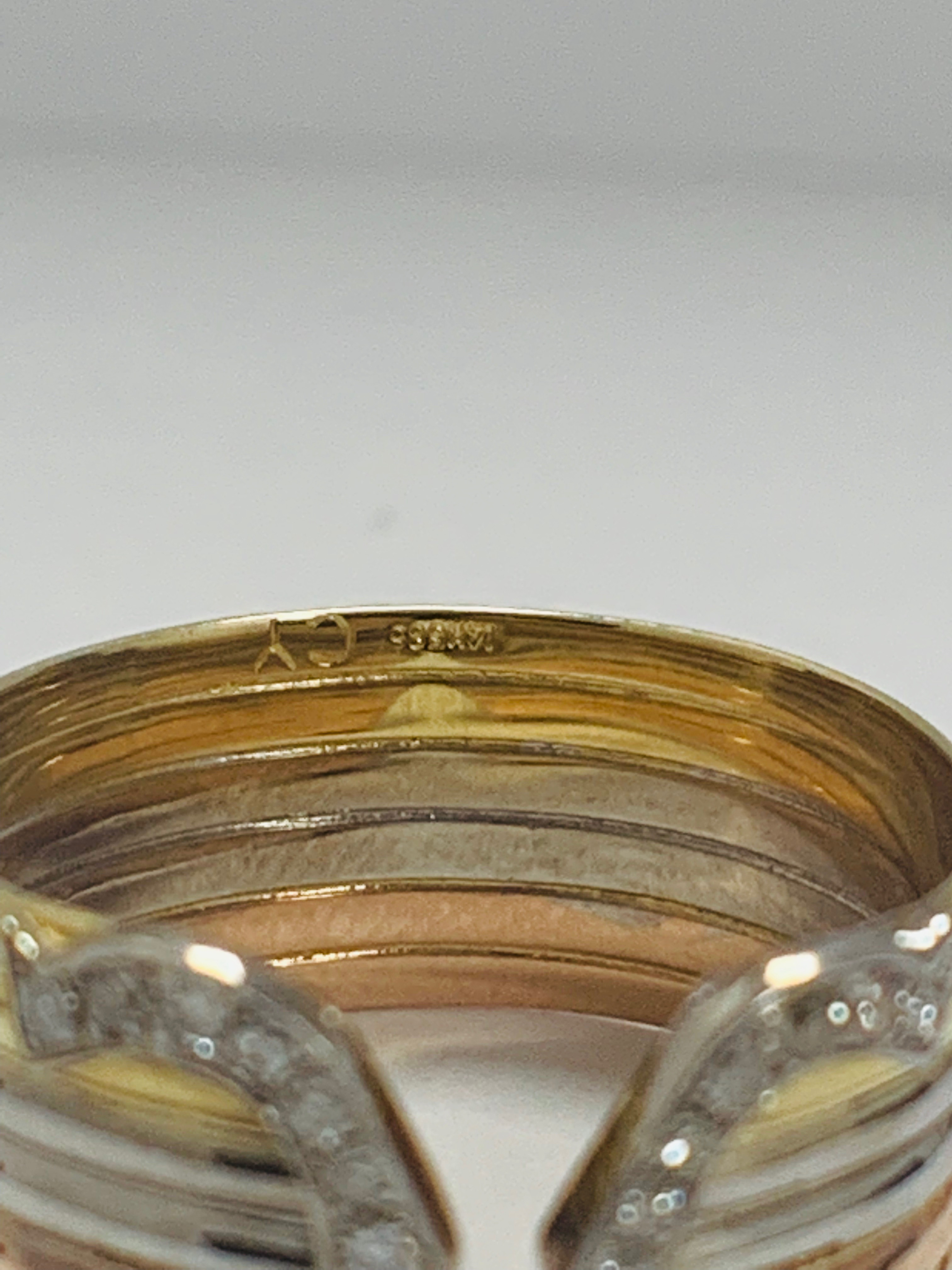 18ct 3 Toned Gold Diamond Chanel ring - Image 7 of 11