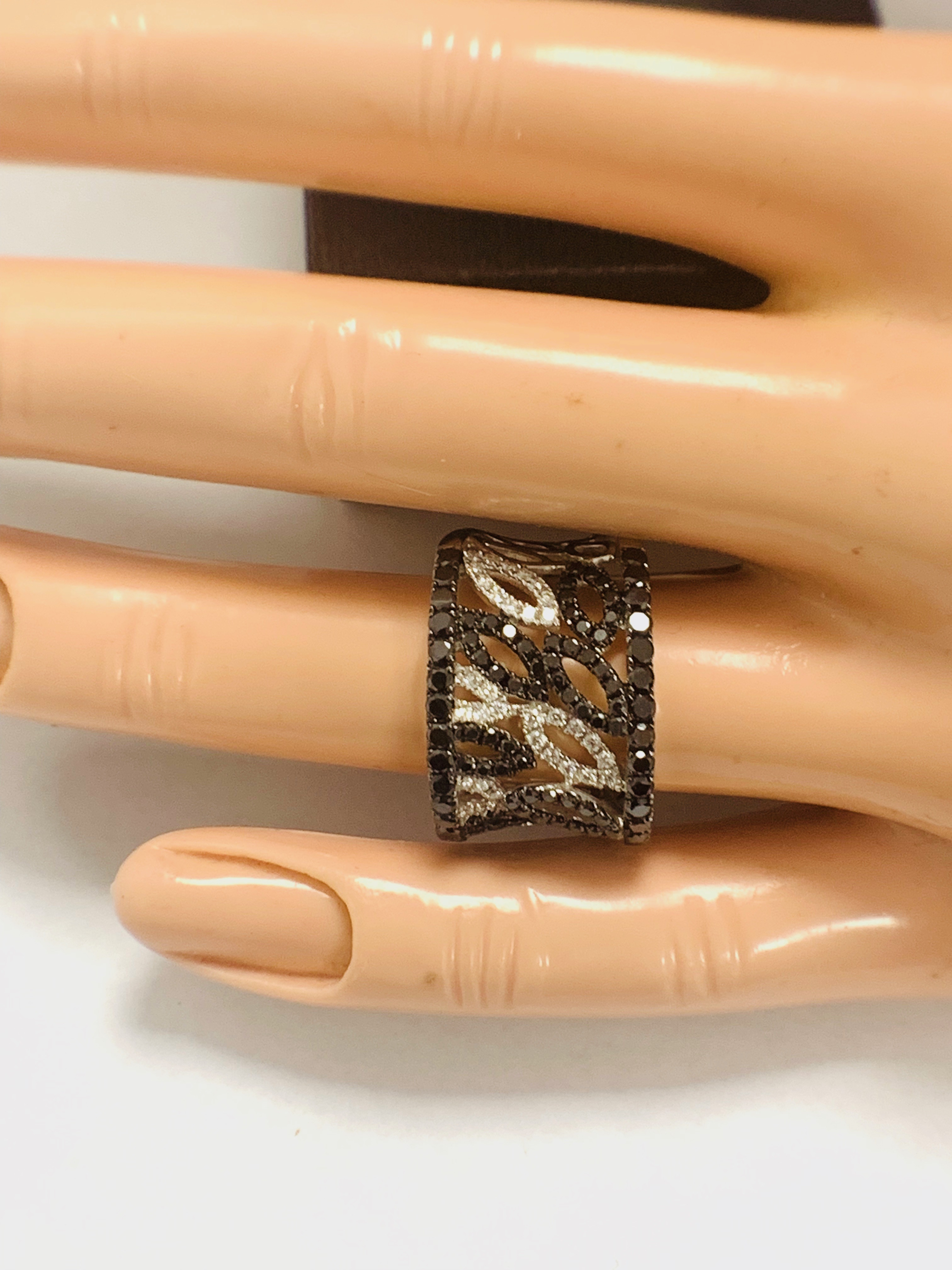 18ct White Gold Diamond ring featuring 90 round cut, black Diamonds (1.14ct TBDW) - Image 14 of 15