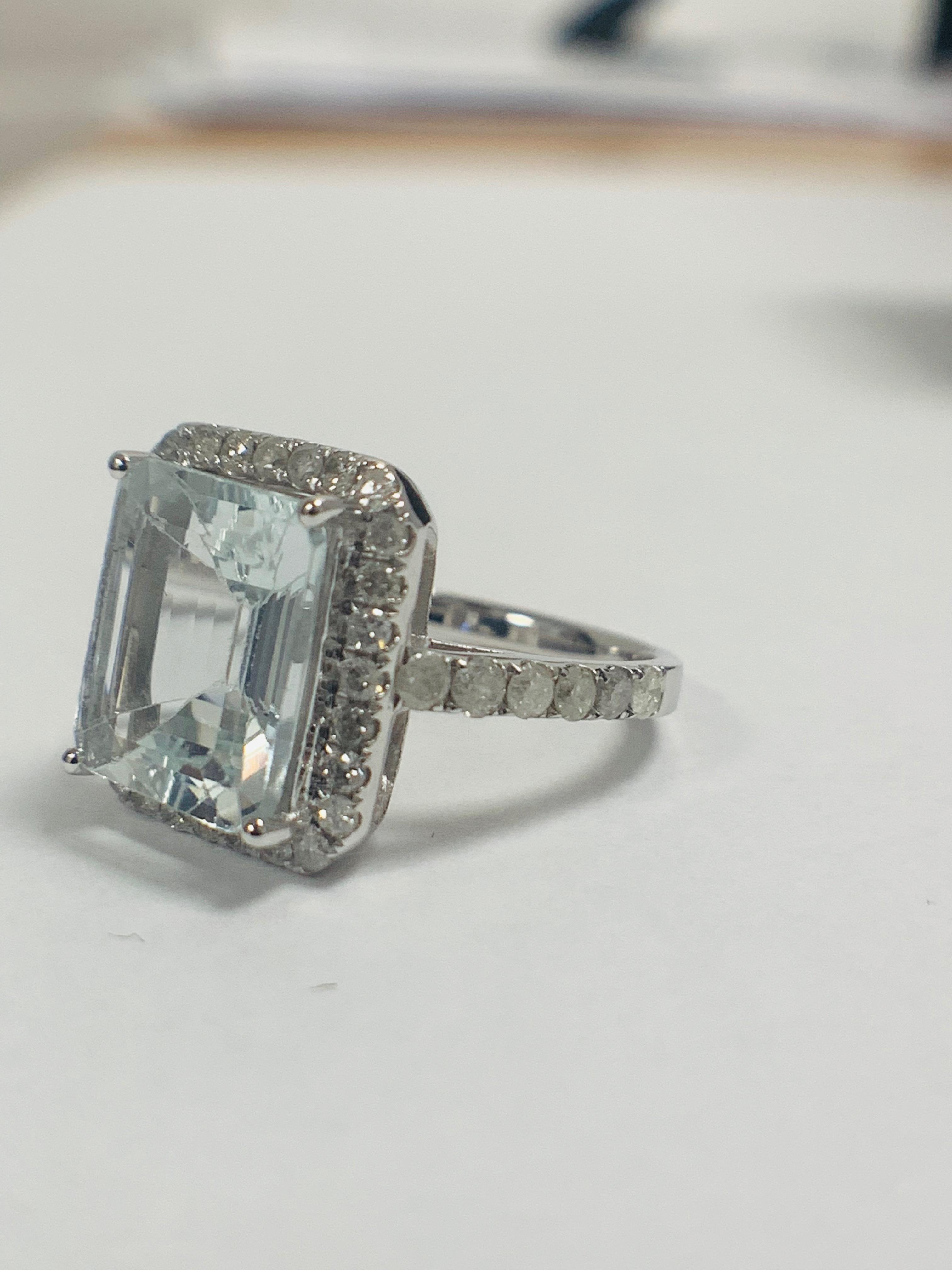 14ct White Gold Aquamarine and Diamond ring - Image 2 of 12