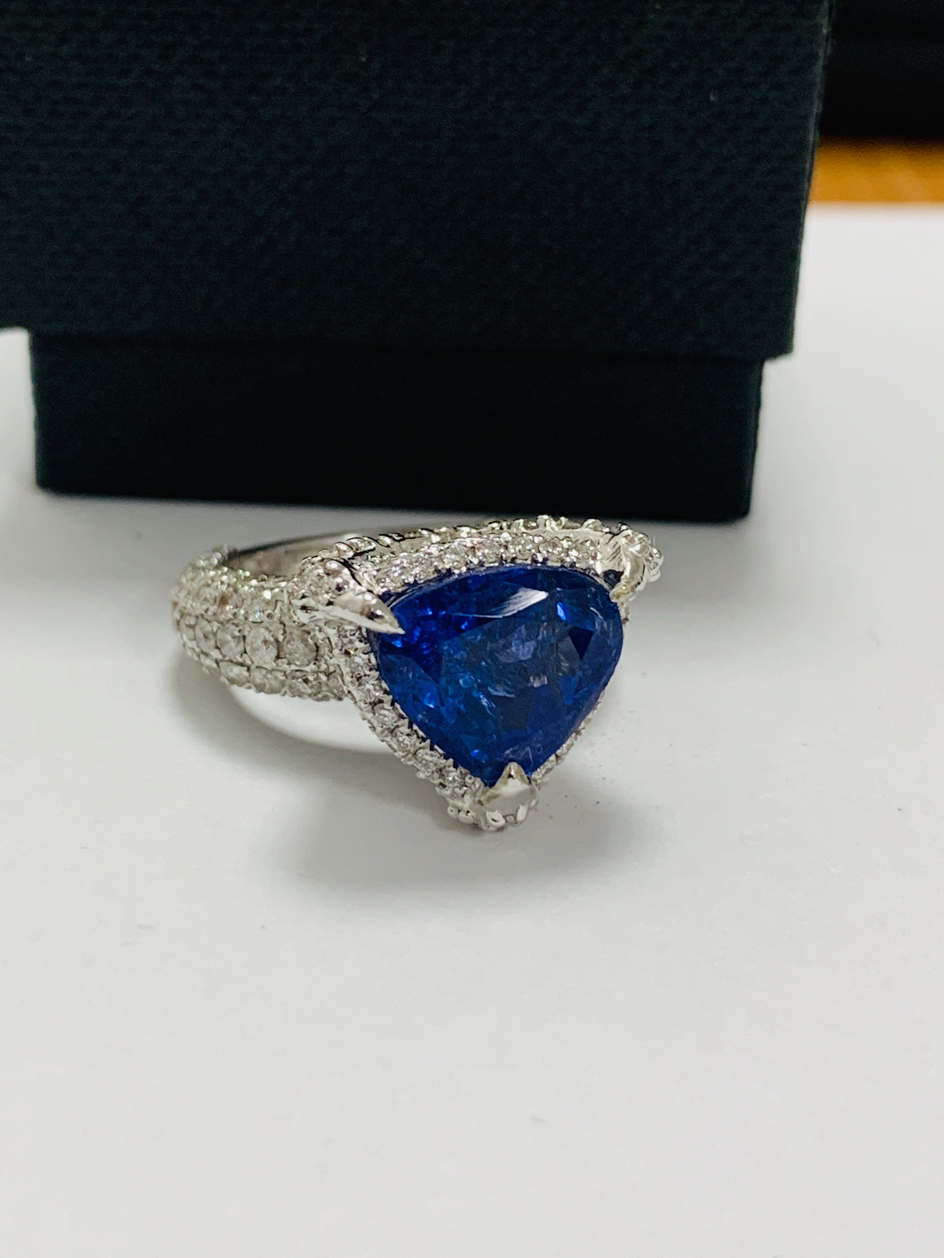 platinum tanzanite ring - Image 10 of 13
