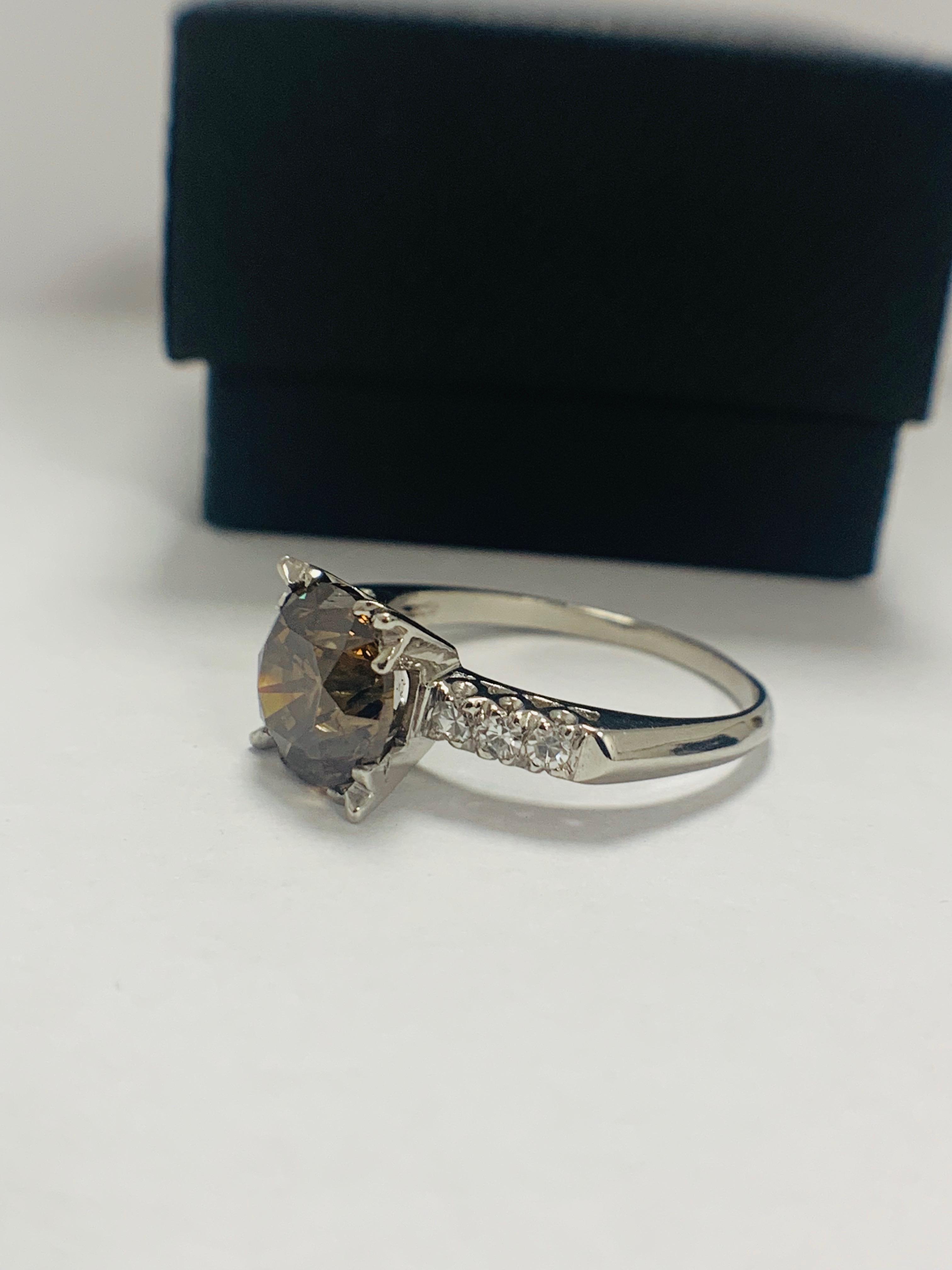 Platinum Diamond ring featuring centre, round brilliant cut, medium yellowish brown Diamond (3.20ct) - Image 3 of 9