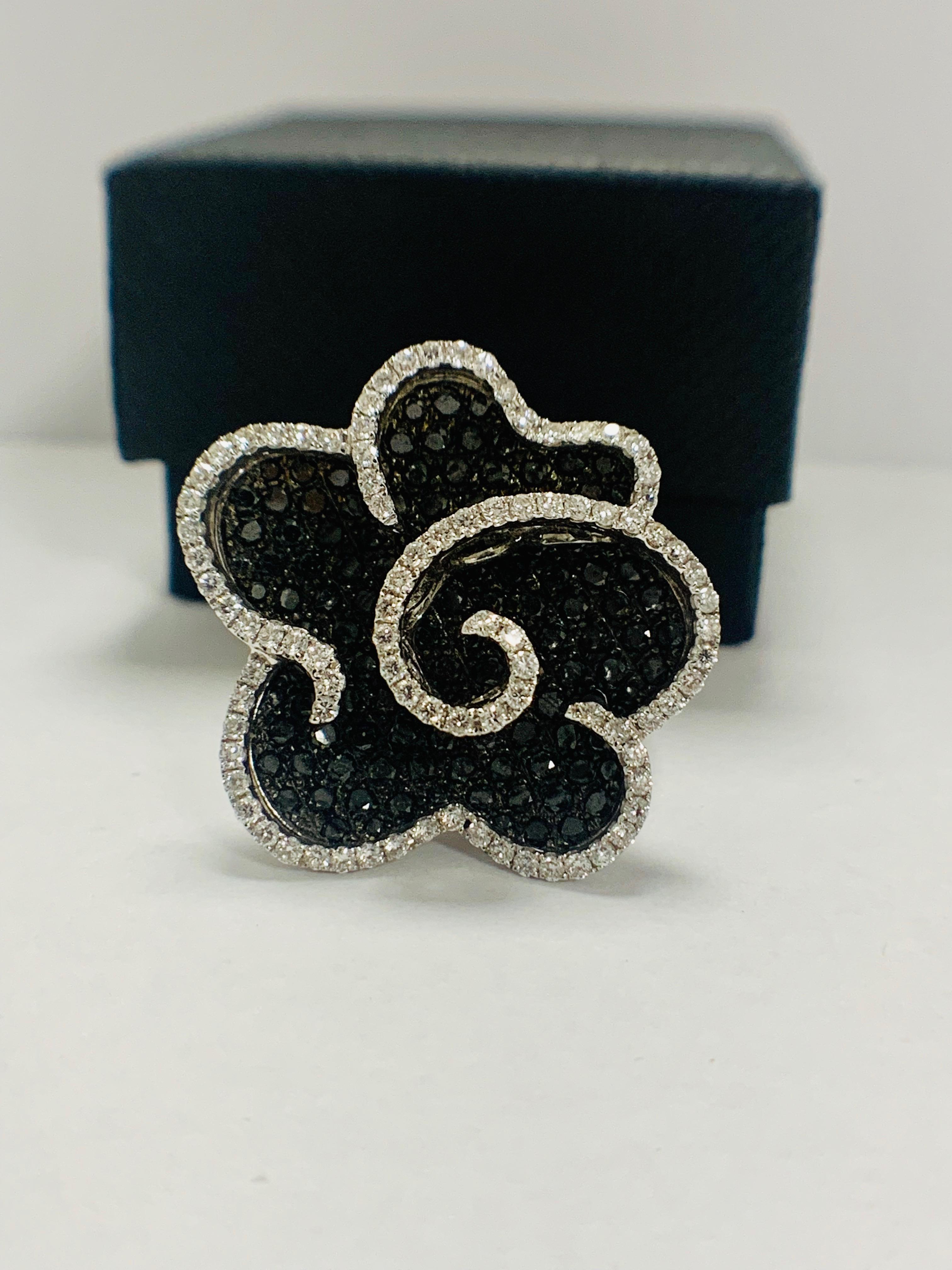 18ct White Gold Diamond flower design ring featuring 123 round cut, black Diamonds (2.25ct TBDW) - Image 10 of 13