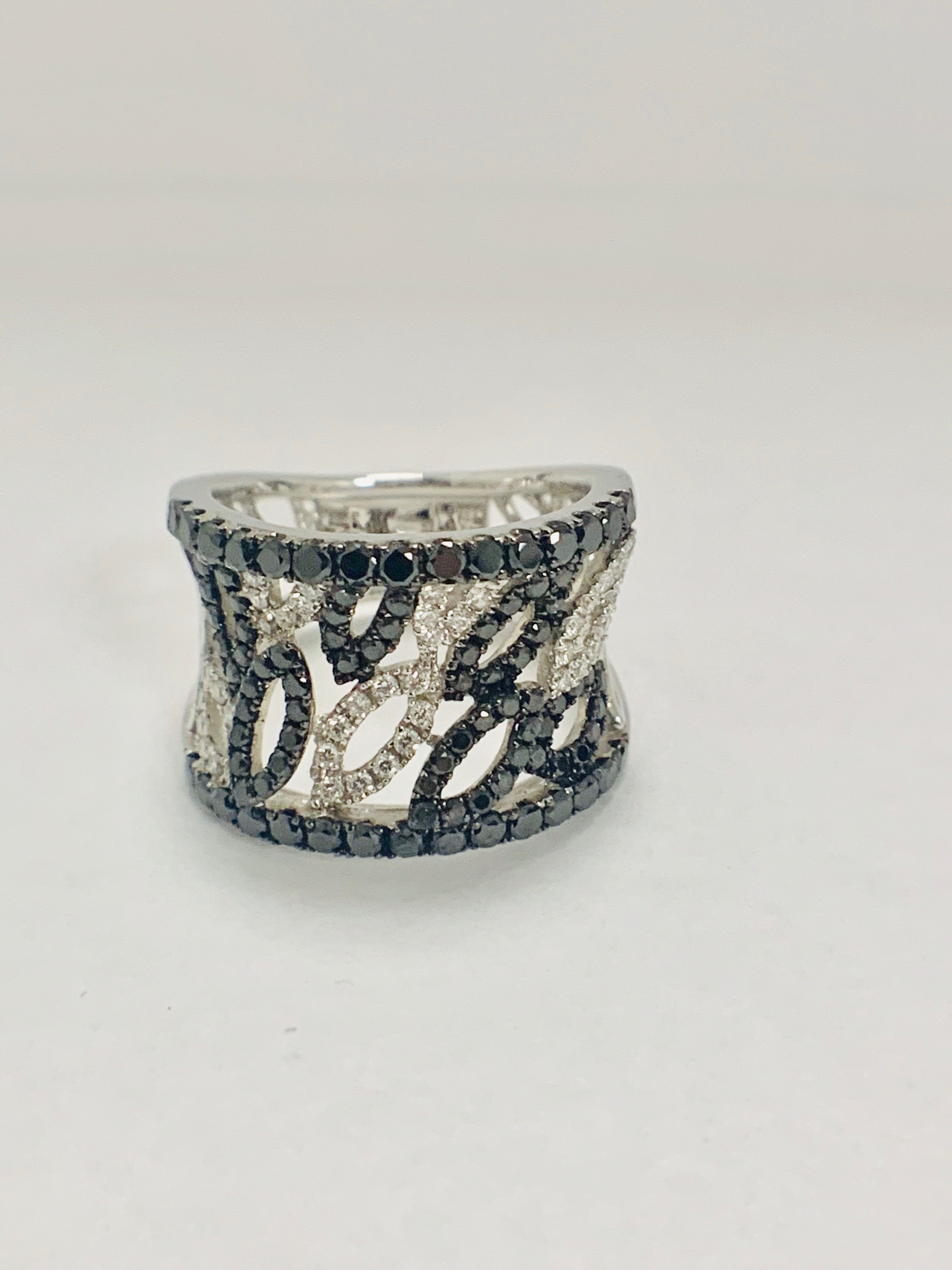 18ct White Gold Diamond ring featuring 90 round cut, black Diamonds (1.14ct TBDW) - Image 12 of 15