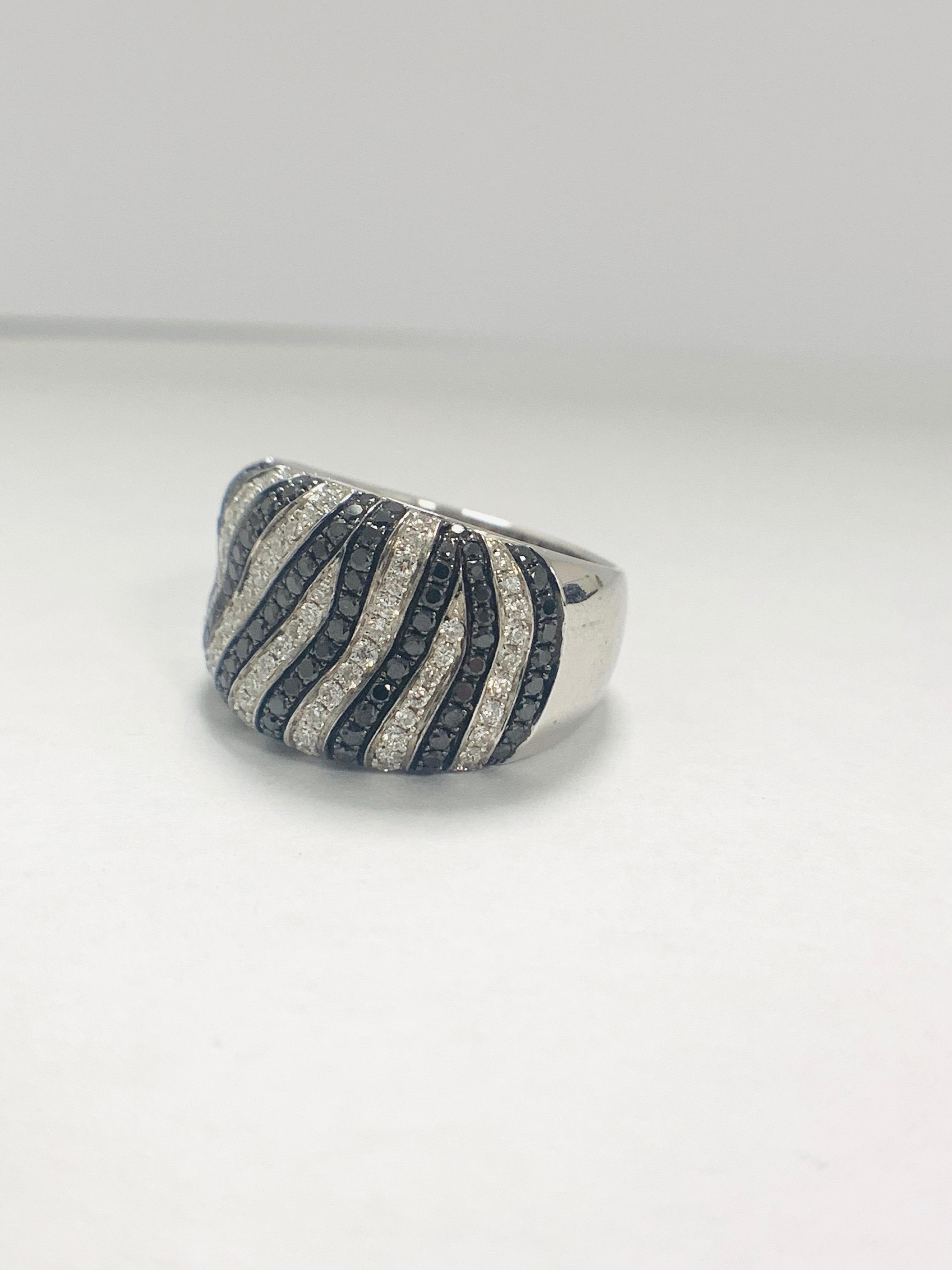 18ct White Gold Diamond ring - Image 2 of 14