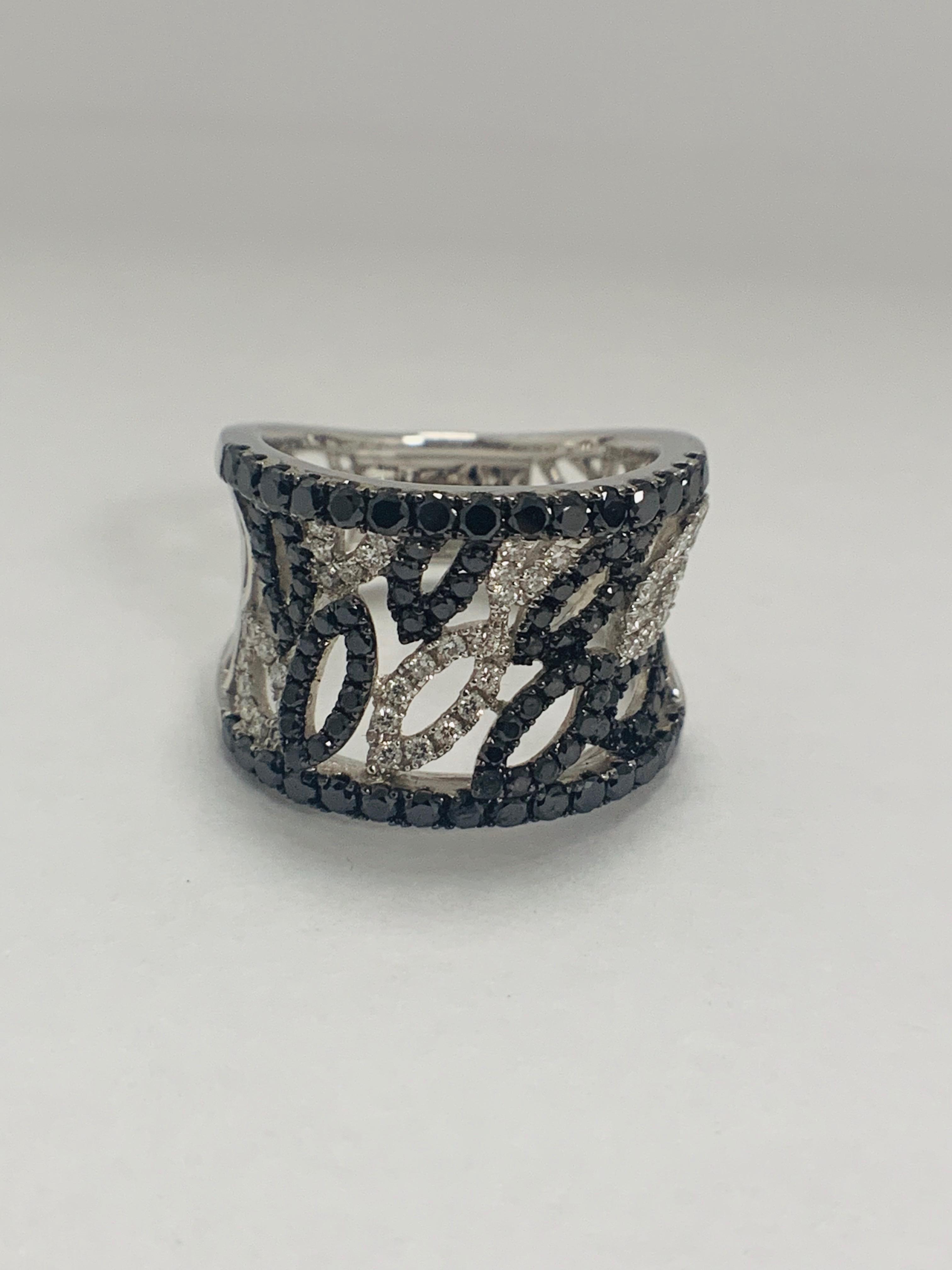 18ct White Gold Diamond ring featuring 90 round cut, black Diamonds (1.14ct TBDW) - Image 2 of 15