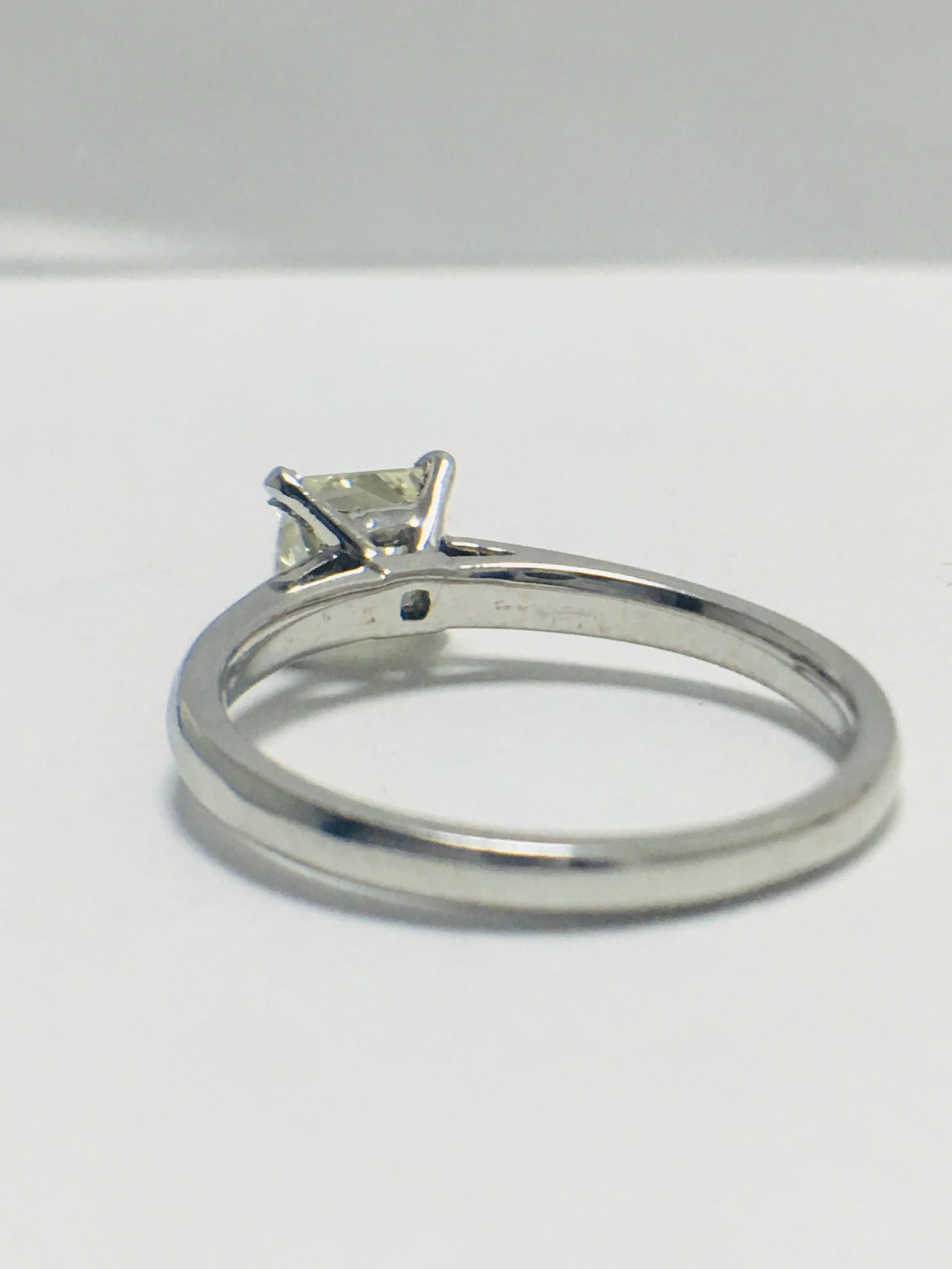 Lot 16 - 1ct platinum Diamond solitaire ring