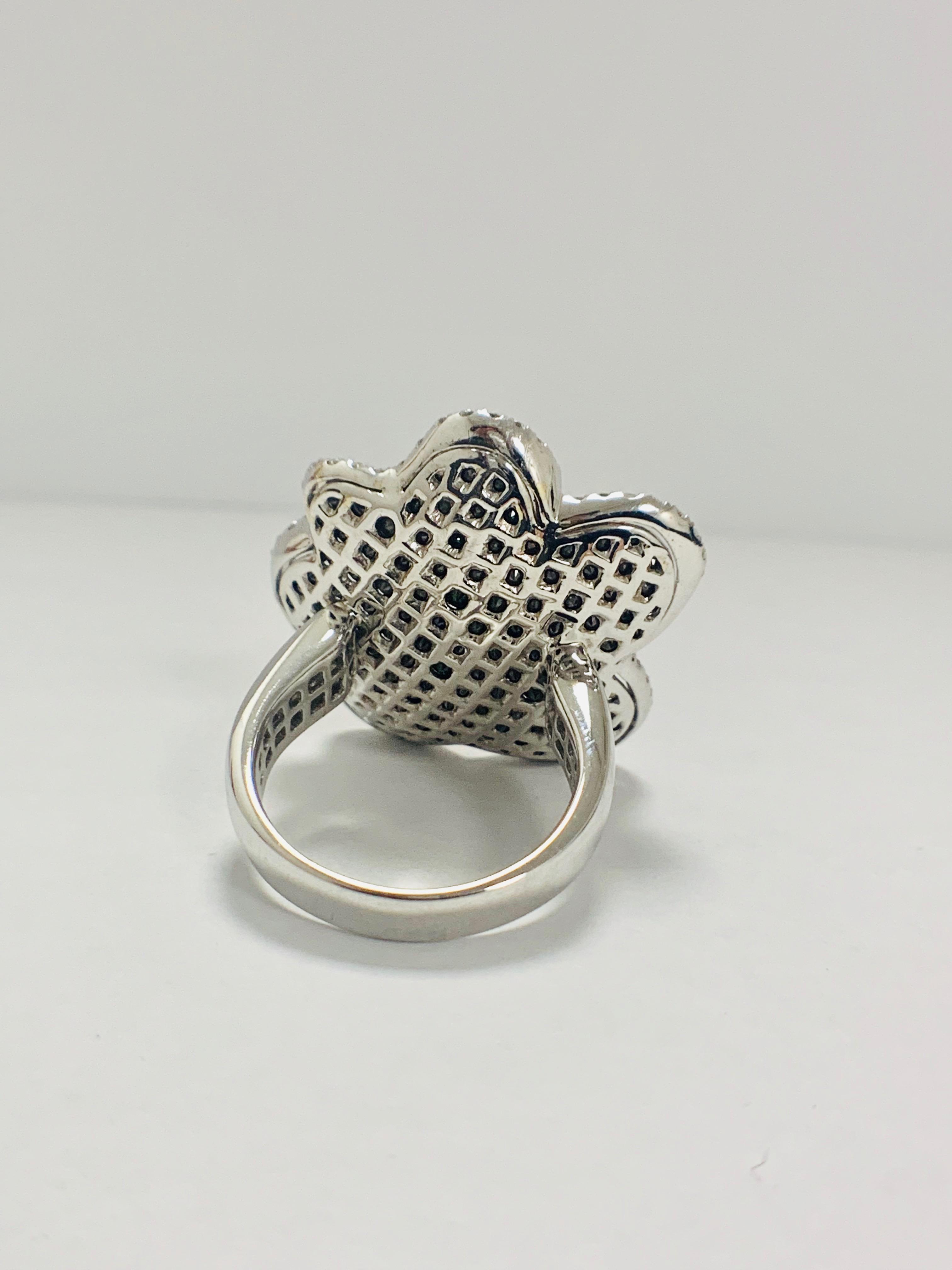 18ct White Gold Diamond flower design ring featuring 123 round cut, black Diamonds (2.25ct TBDW) - Image 5 of 13