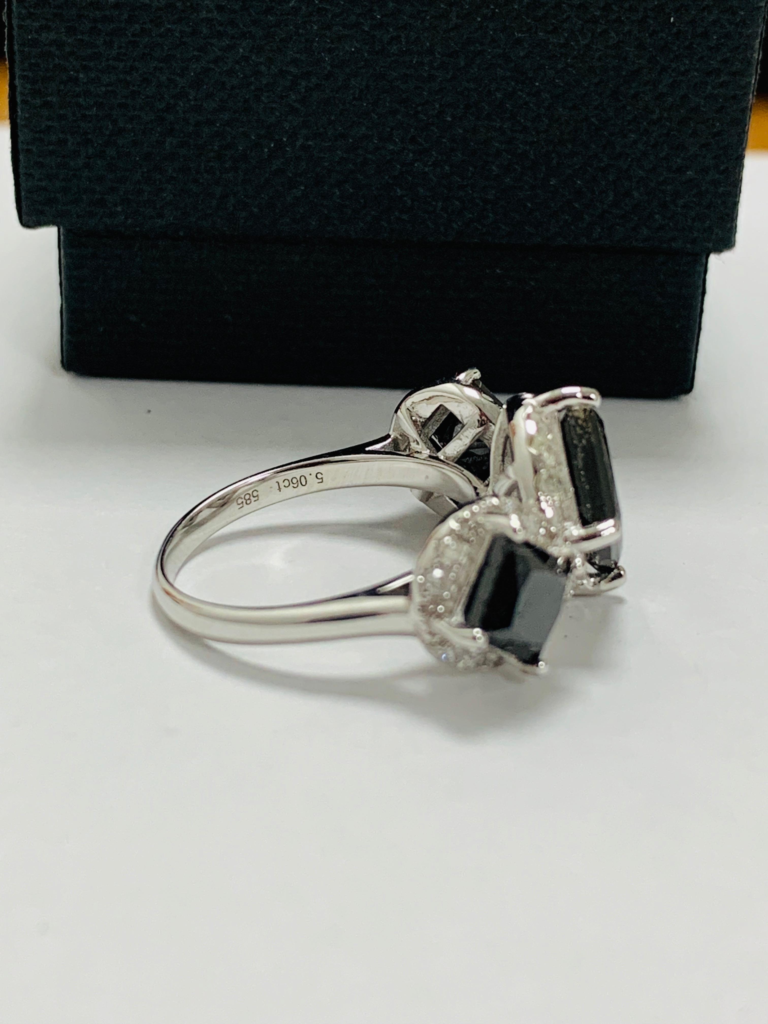 14ct white gold black diamond trilogy ring. - Image 9 of 14
