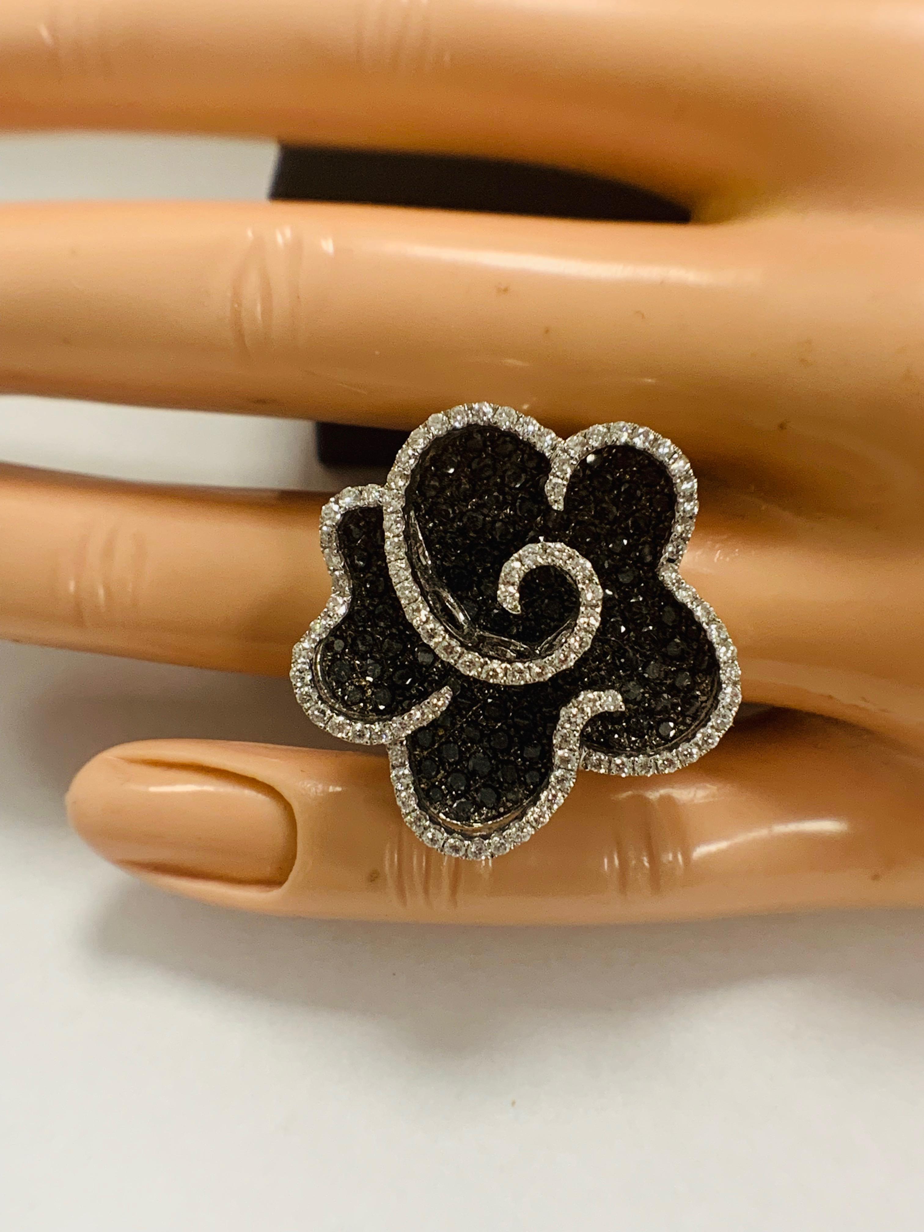 18ct White Gold Diamond flower design ring featuring 123 round cut, black Diamonds (2.25ct TBDW) - Image 12 of 13