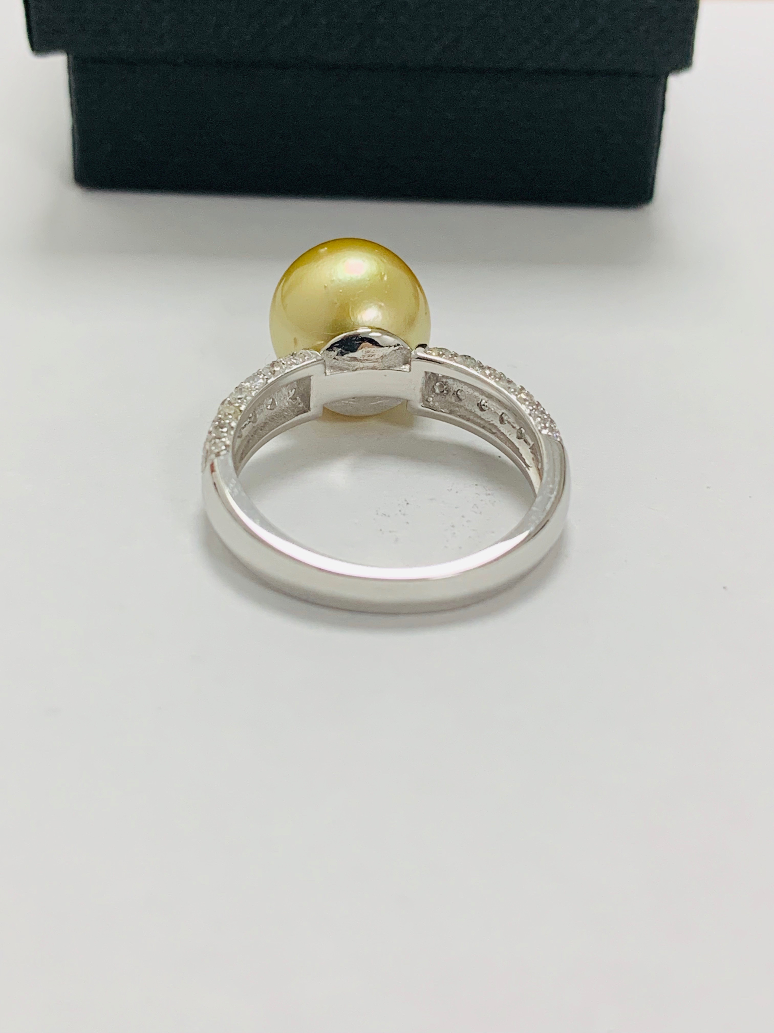 14ct white gold pearl & diamond ring. - Image 9 of 13