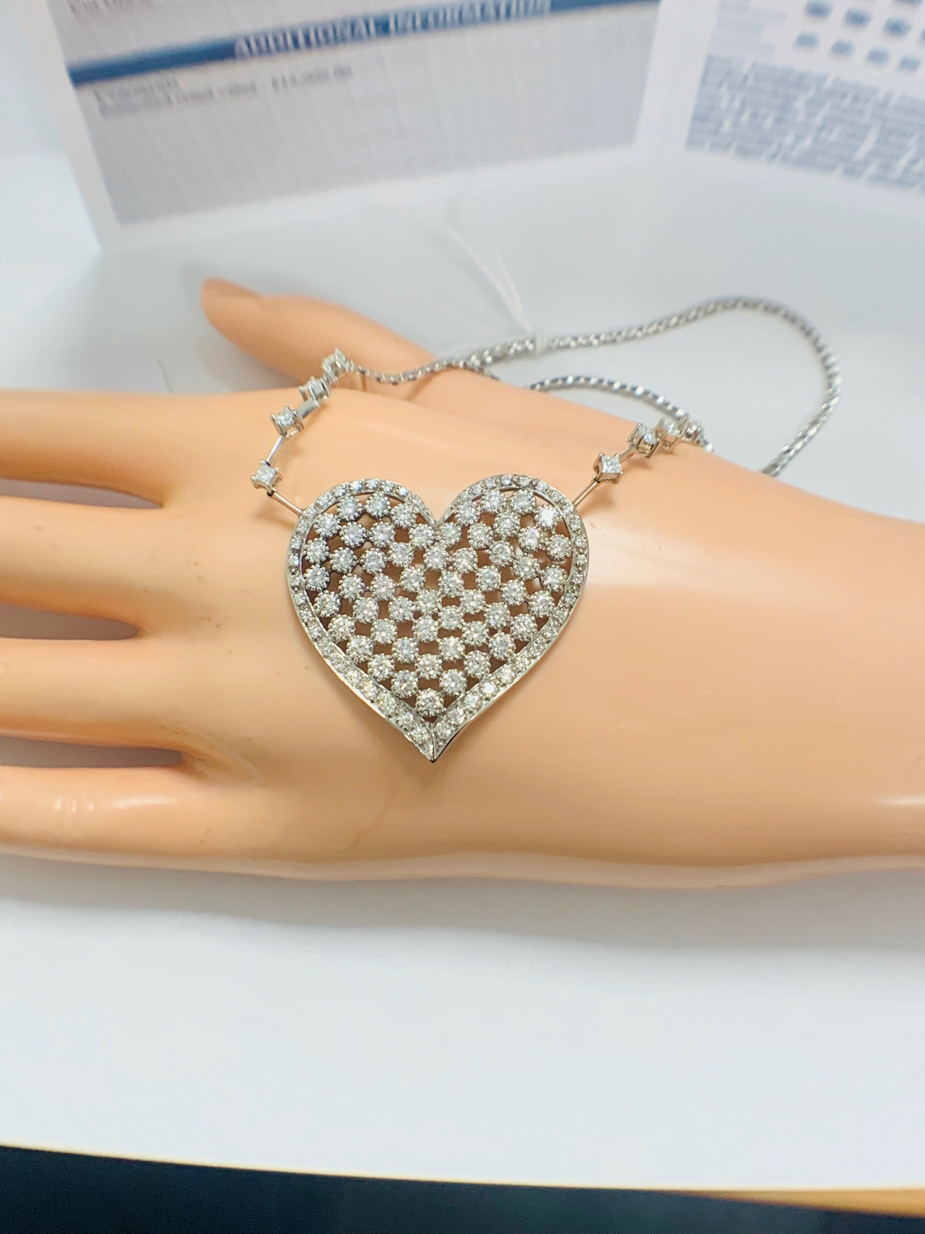 18ct White Gold Diamond heart necklace - Image 11 of 12