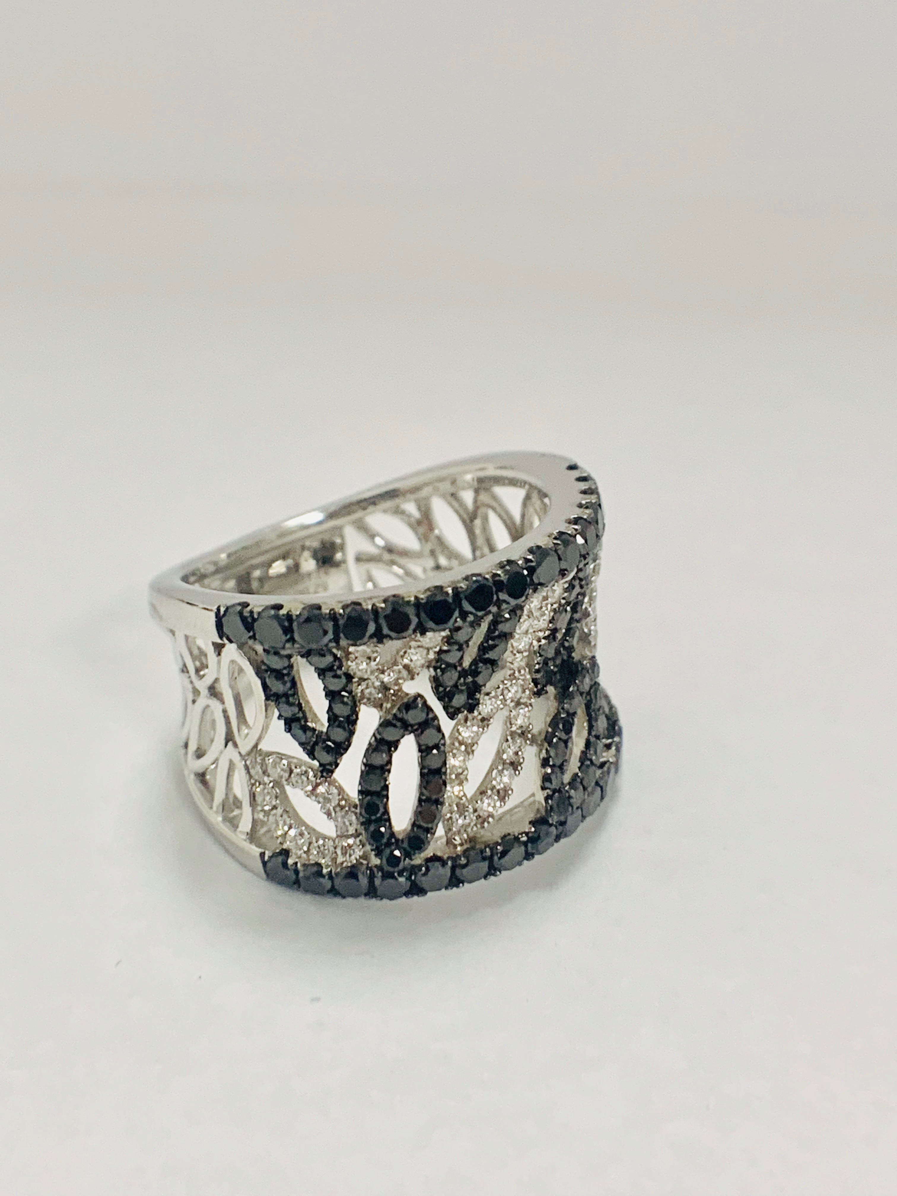 18ct White Gold Diamond ring featuring 90 round cut, black Diamonds (1.14ct TBDW) - Image 11 of 15