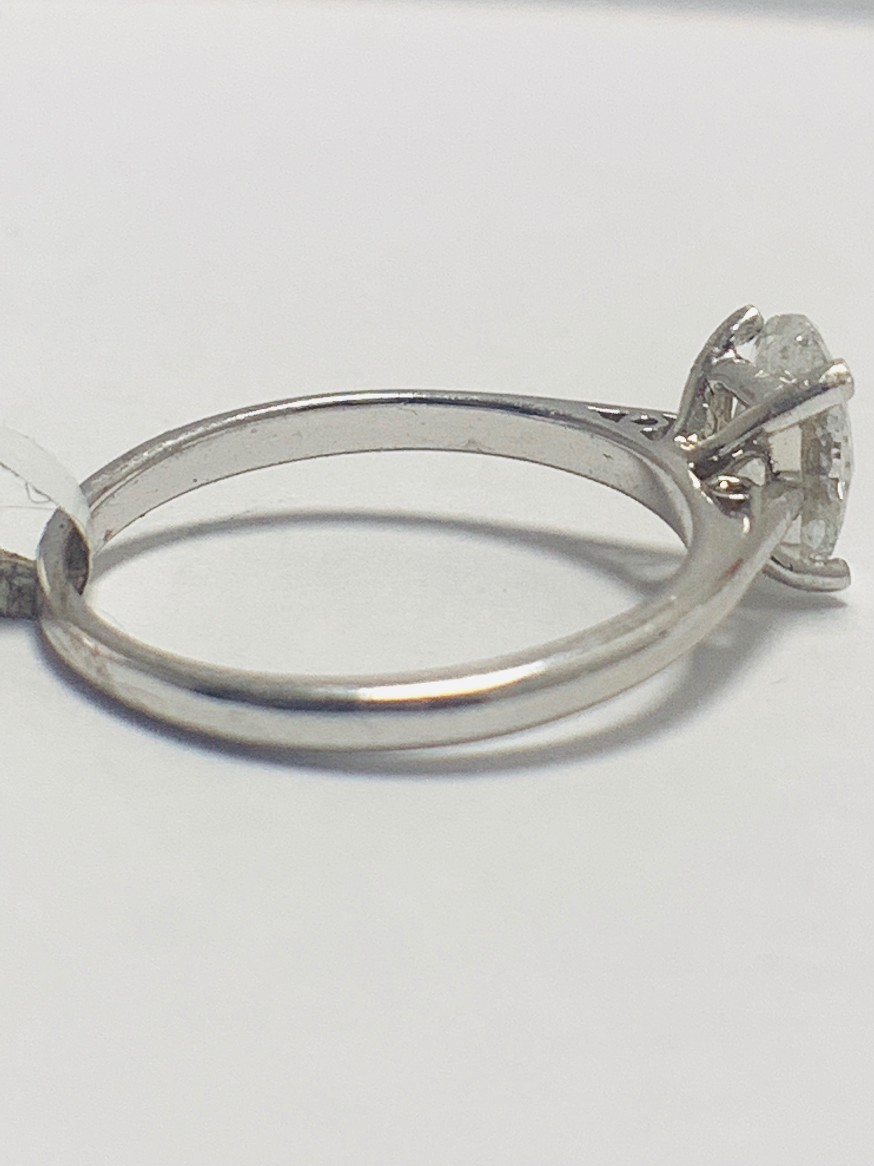 1ct Oval diamond solitaire platinum ring - Image 4 of 9