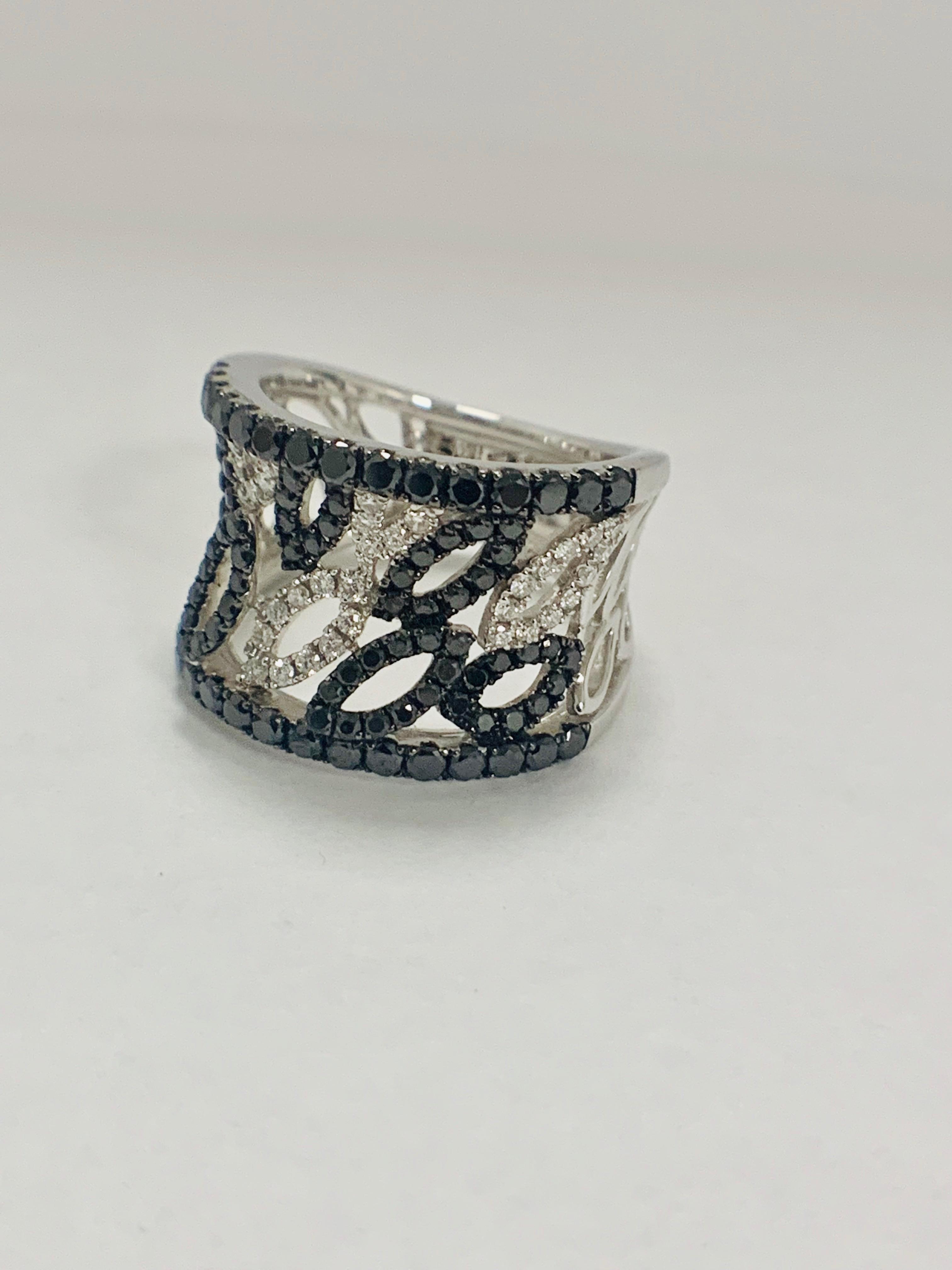 18ct White Gold Diamond ring featuring 90 round cut, black Diamonds (1.14ct TBDW) - Image 5 of 15