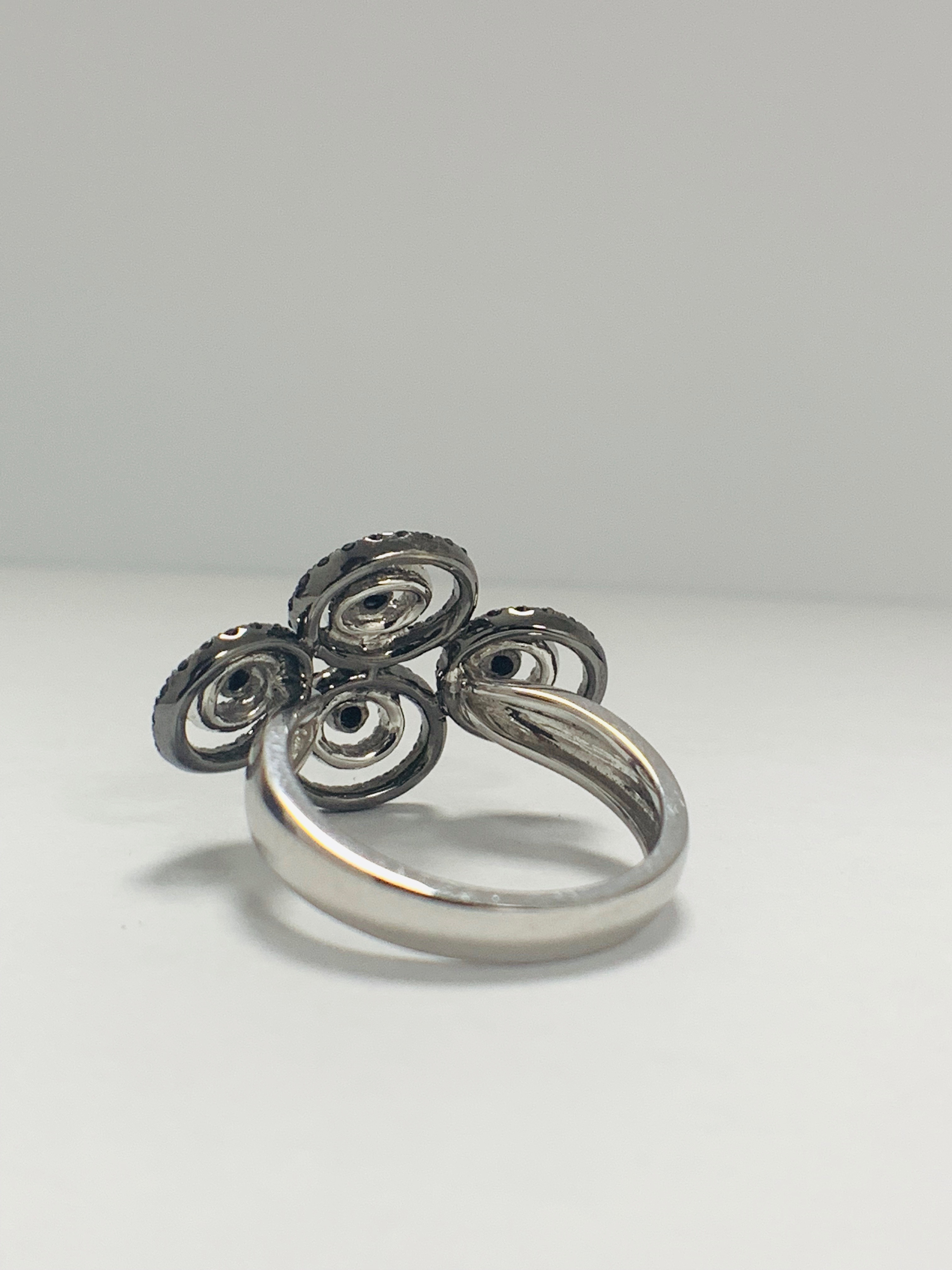 18ct White Gold Diamond ring featuring 80 round cut, black Diamonds (0.61ct TBDW) - Image 4 of 12