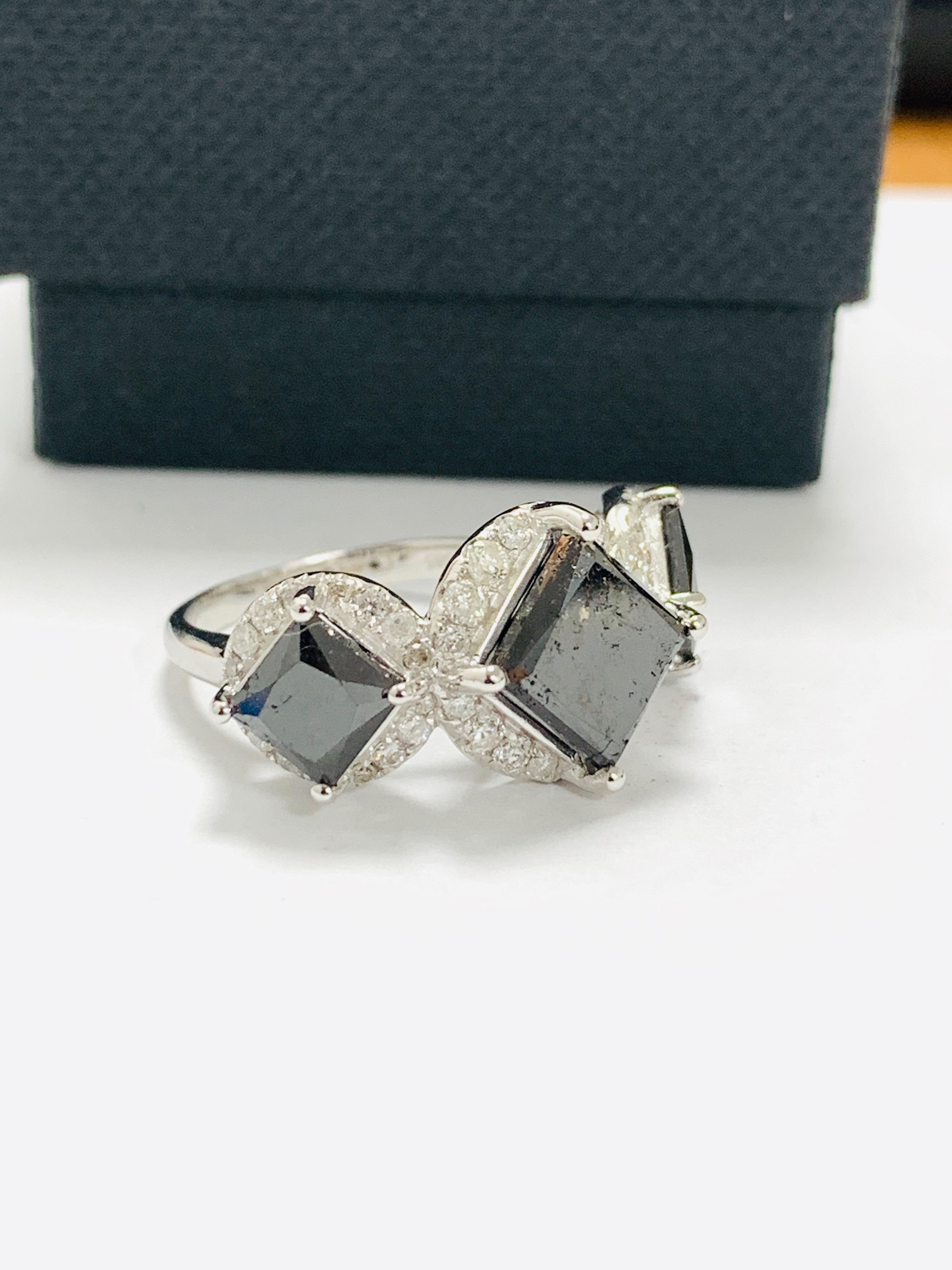 14ct white gold black diamond trilogy ring. - Image 10 of 14