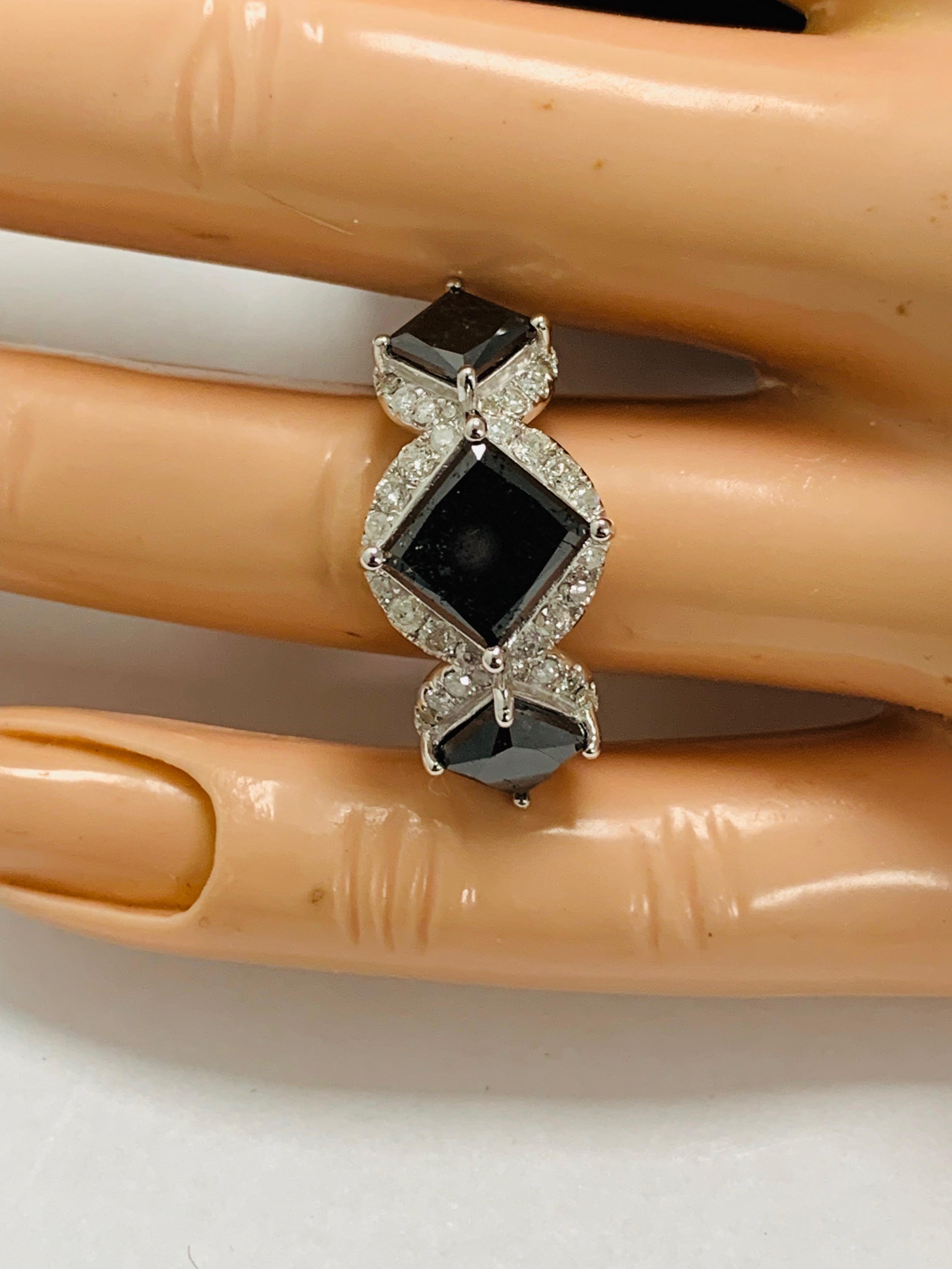 14ct white gold black diamond trilogy ring. - Image 12 of 14