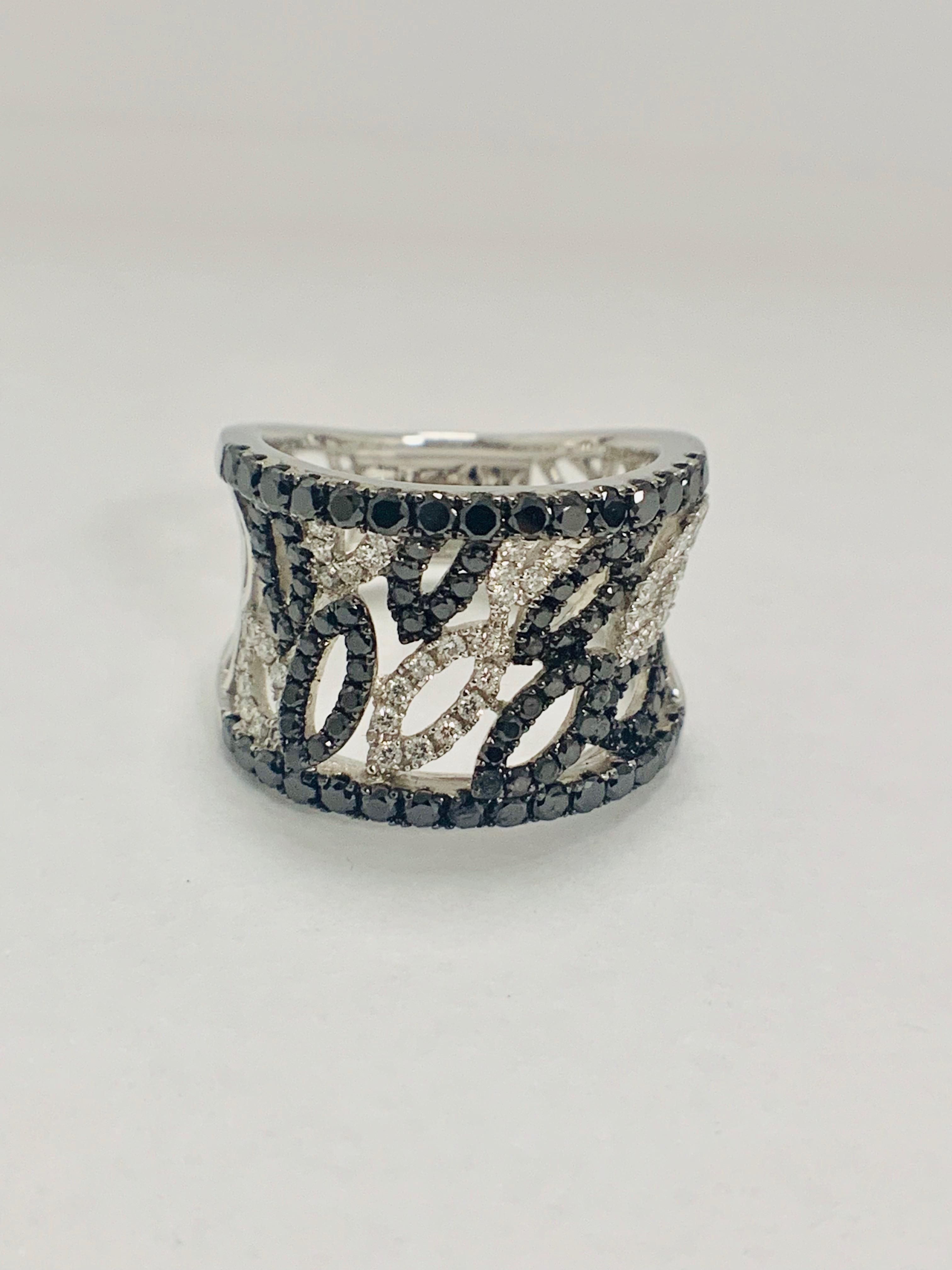 18ct White Gold Diamond ring featuring 90 round cut, black Diamonds (1.14ct TBDW) - Image 3 of 15