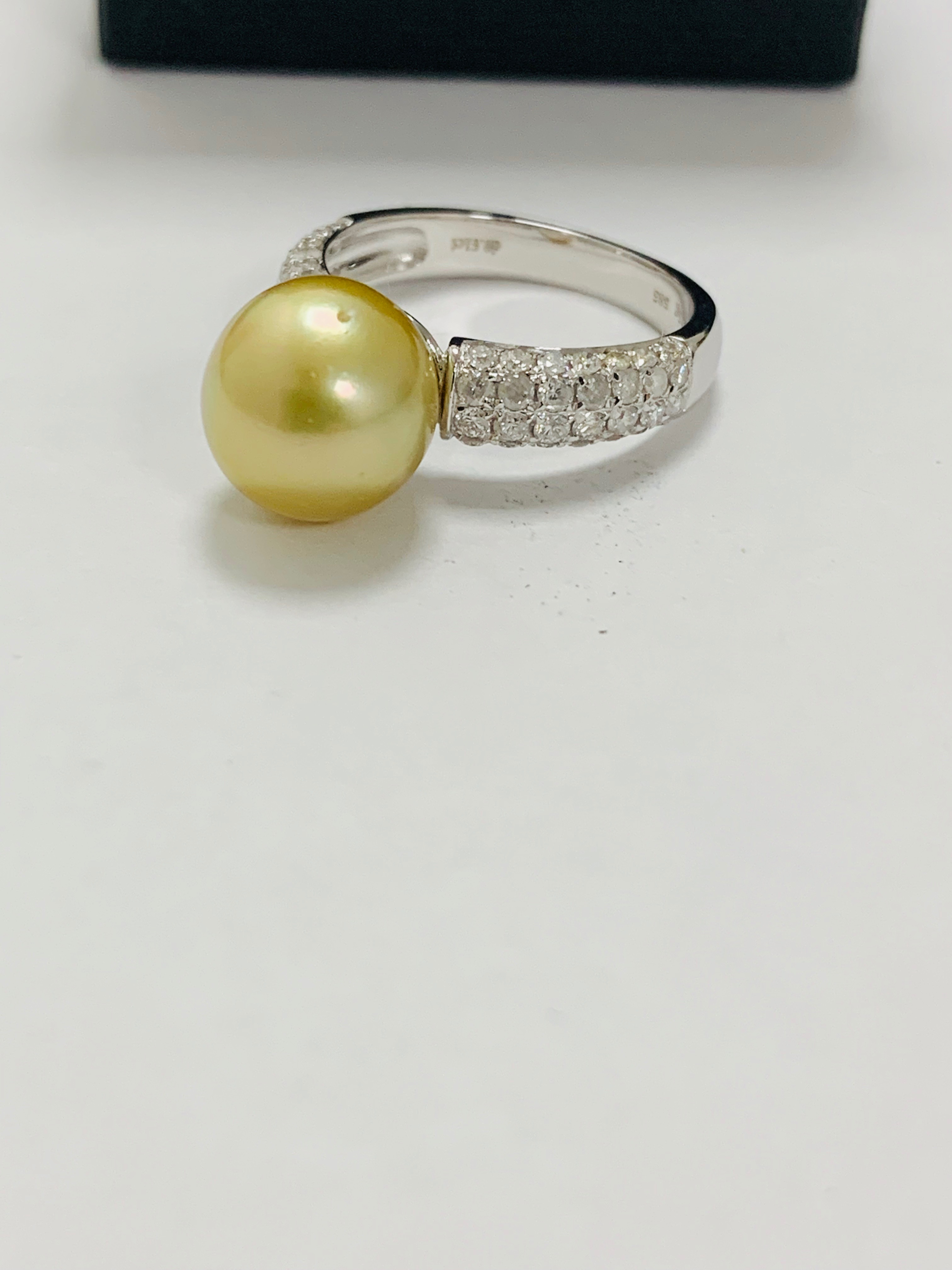 14ct white gold pearl & diamond ring. - Image 6 of 13