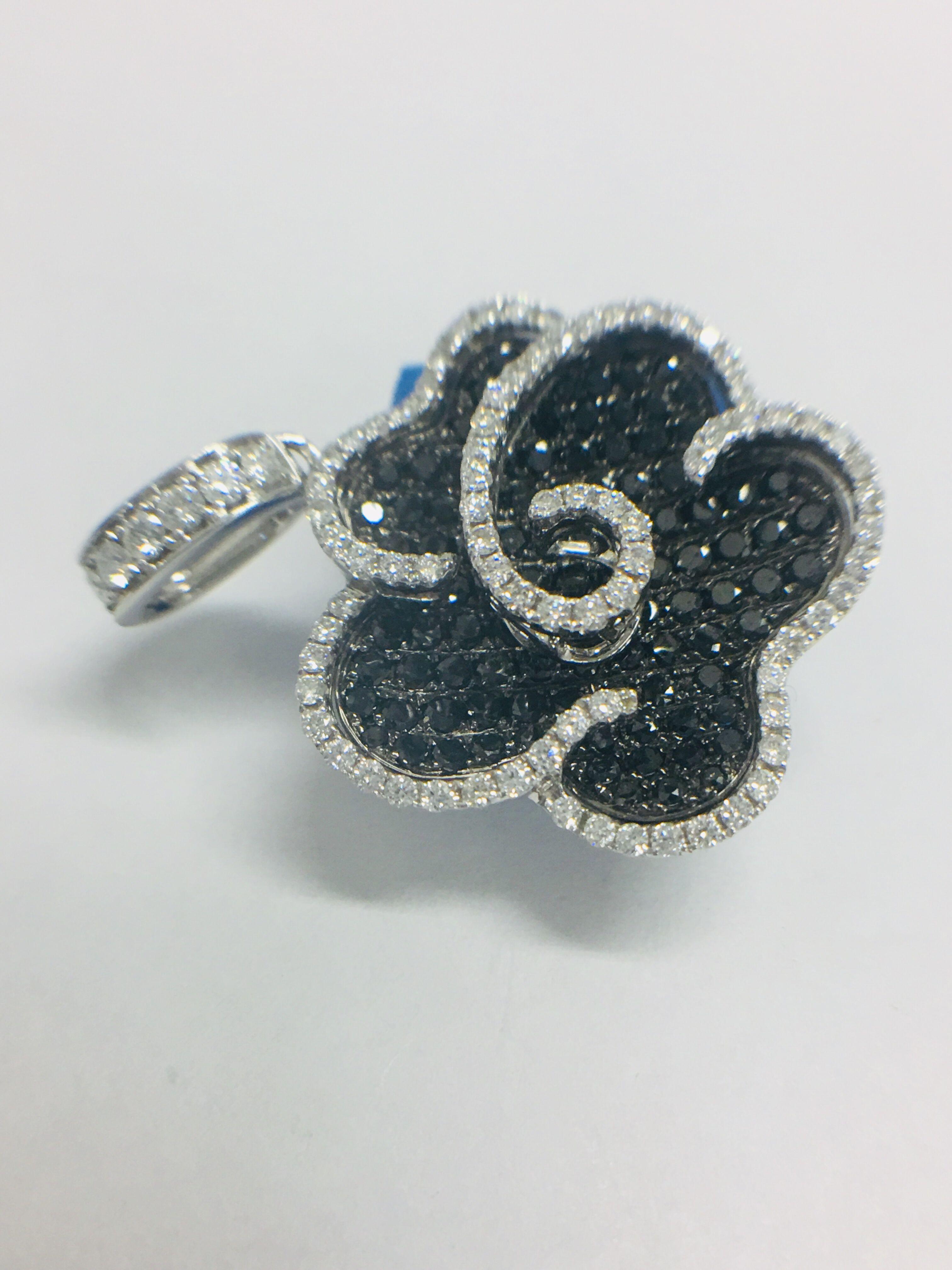 18ct white gold diamond pendant - Image 3 of 6