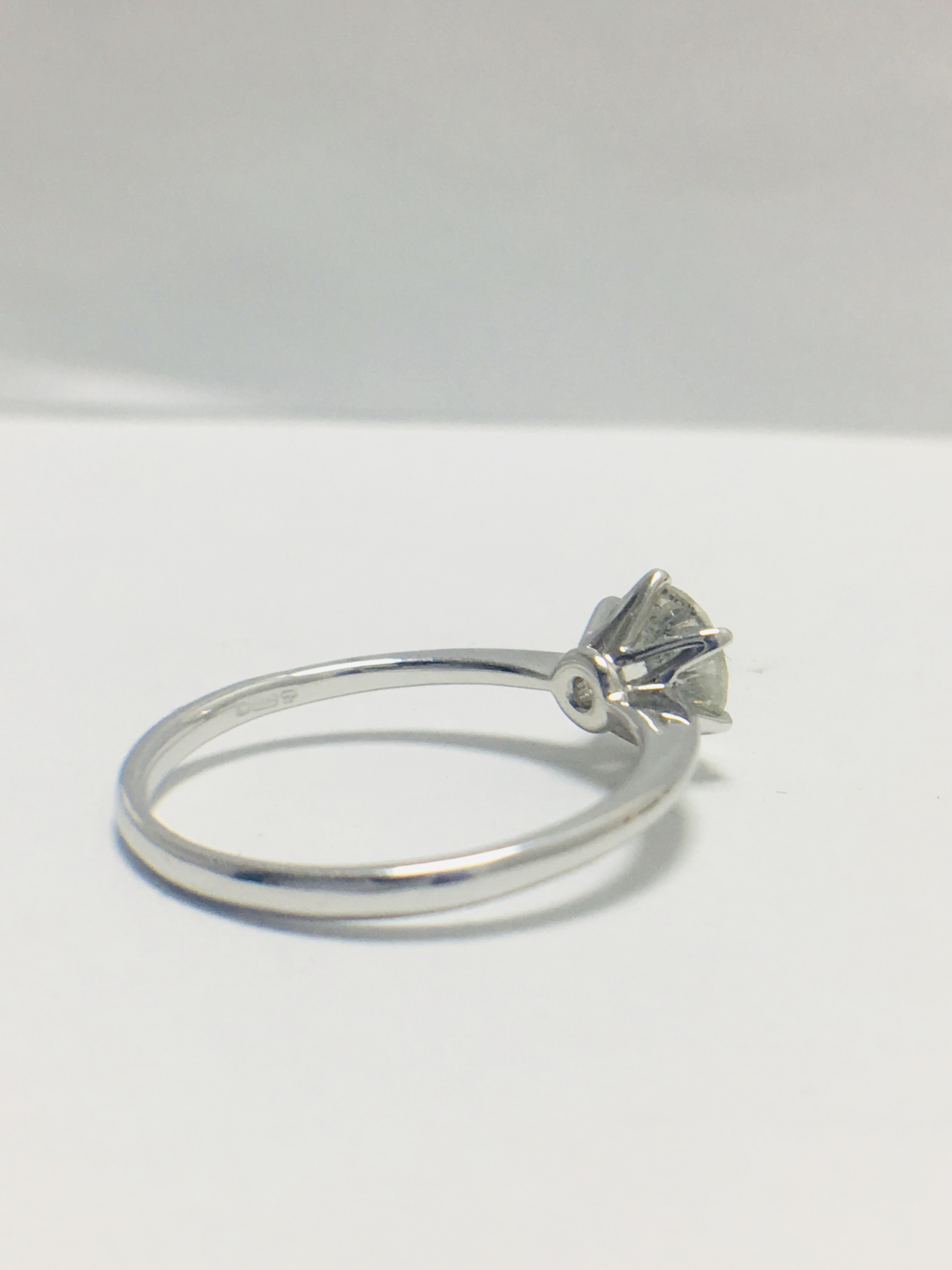 1ct platinum Diamond solitaire ring - Image 5 of 10