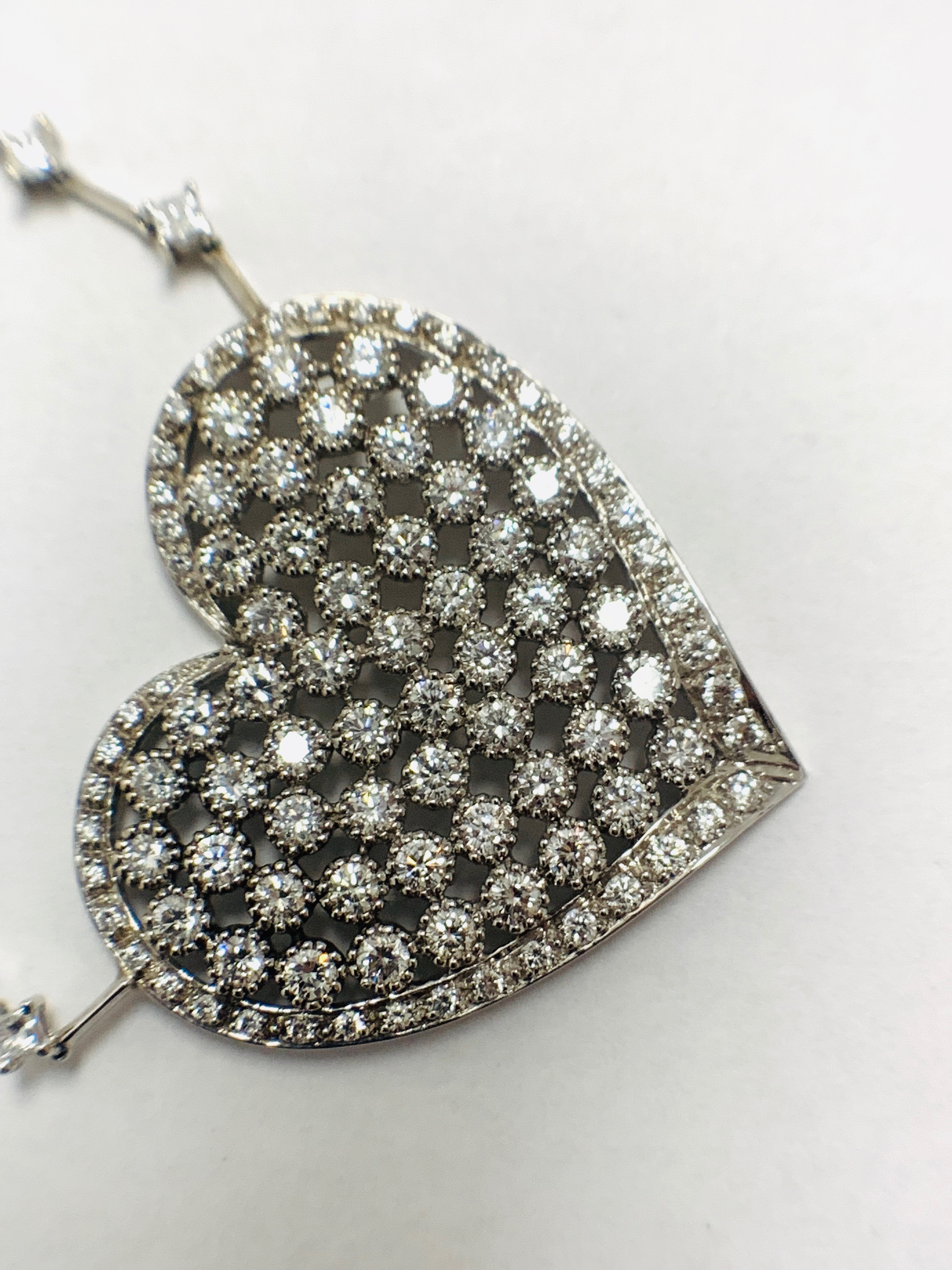 18ct White Gold Diamond heart necklace - Image 6 of 12