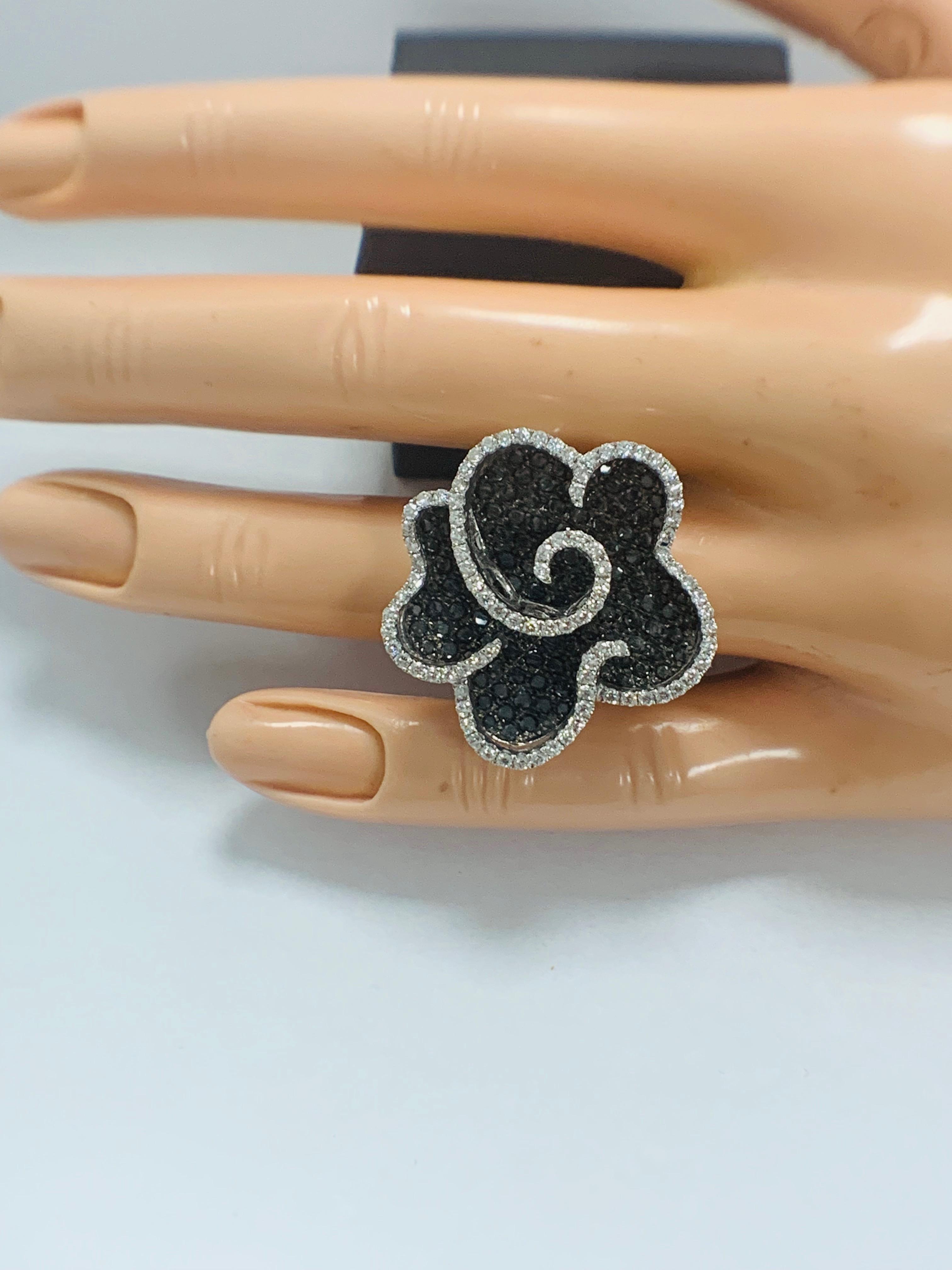 18ct White Gold Diamond flower design ring featuring 123 round cut, black Diamonds (2.25ct TBDW) - Image 11 of 13