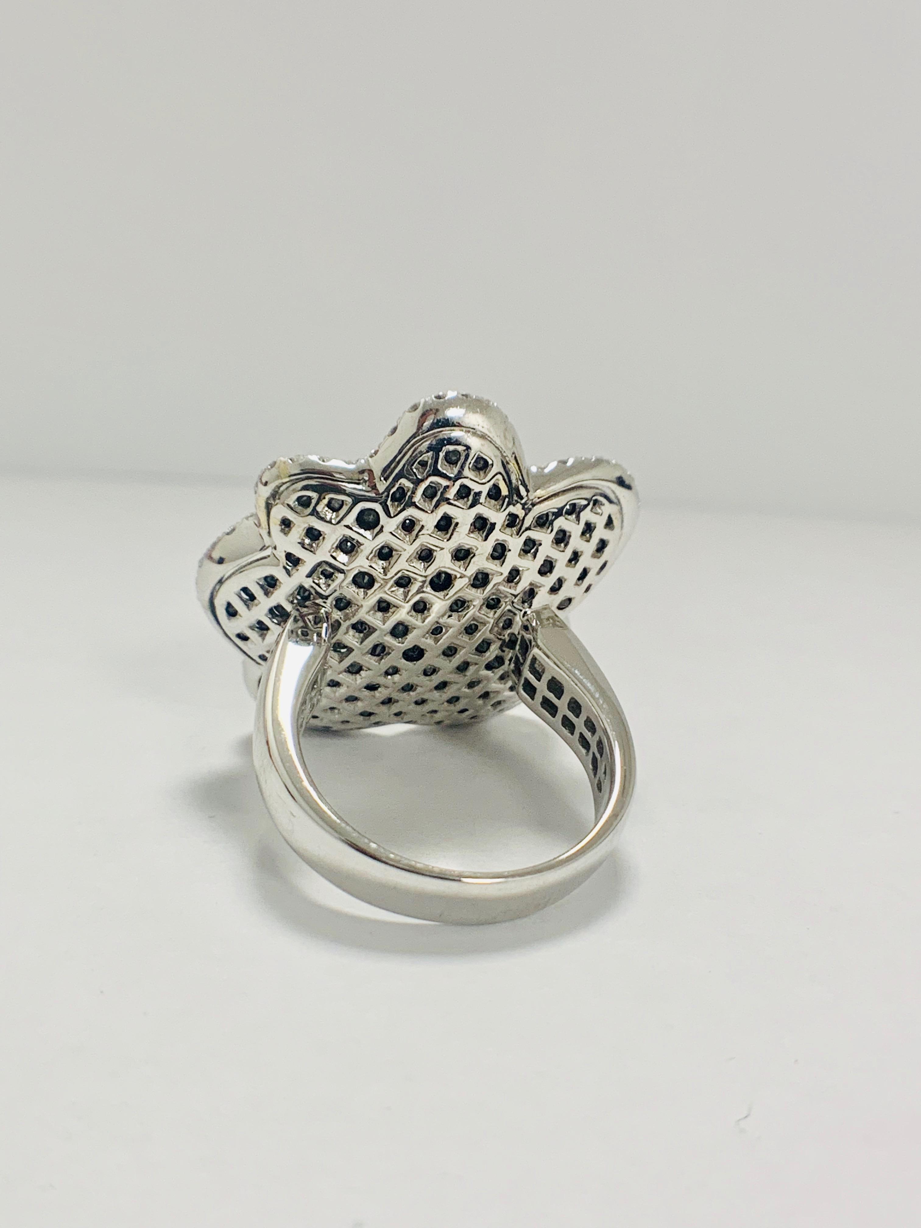 18ct White Gold Diamond flower design ring featuring 123 round cut, black Diamonds (2.25ct TBDW) - Image 4 of 13