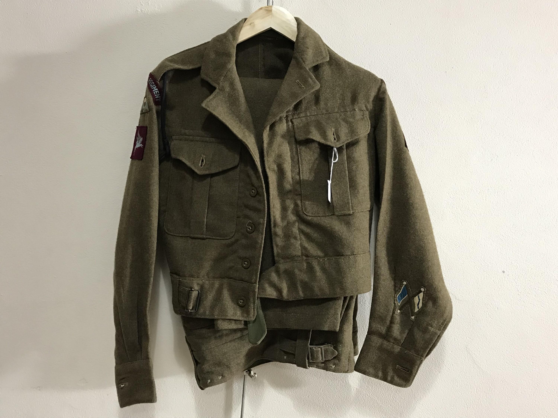 Lot 18 - A parachute regiment battledress blouse and trousers