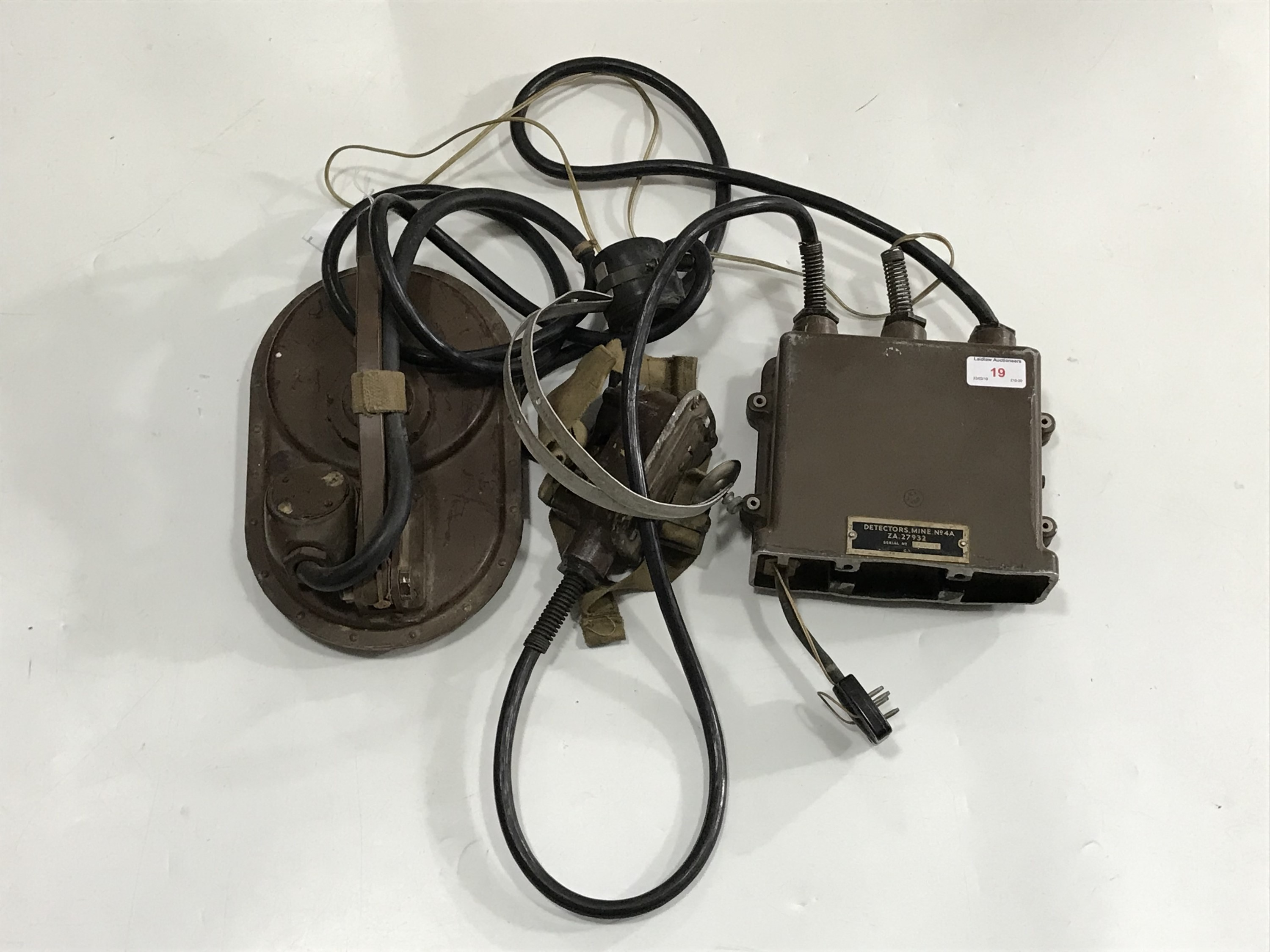 Lot 19 - A British Army No4A mine detector