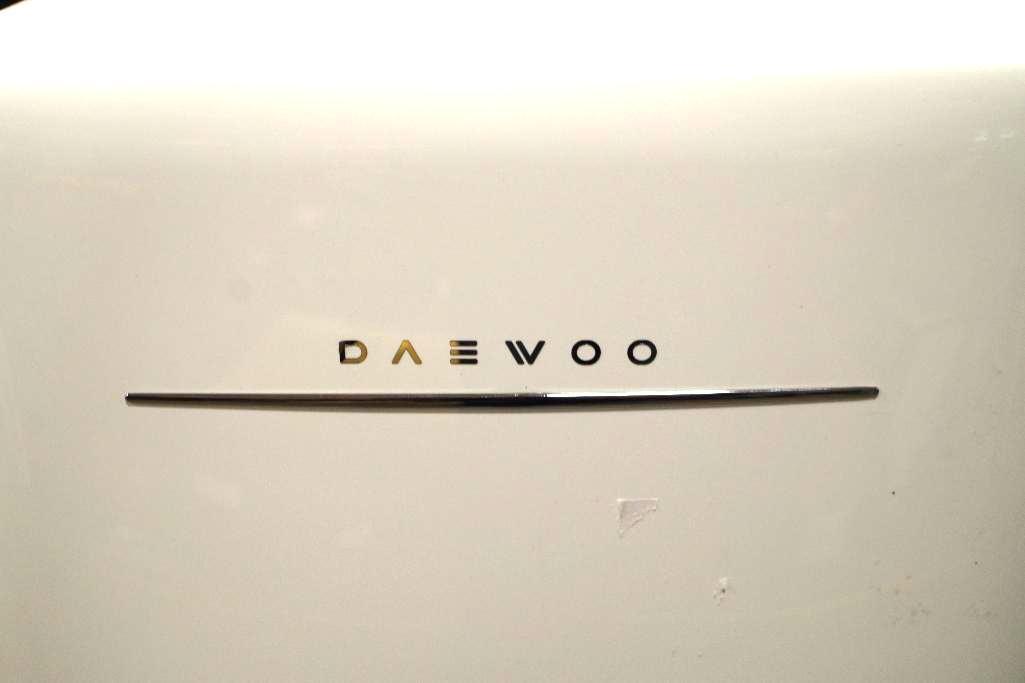 Lot 49 - DAEWOOD Mini Refrigerator, Retro Style, White