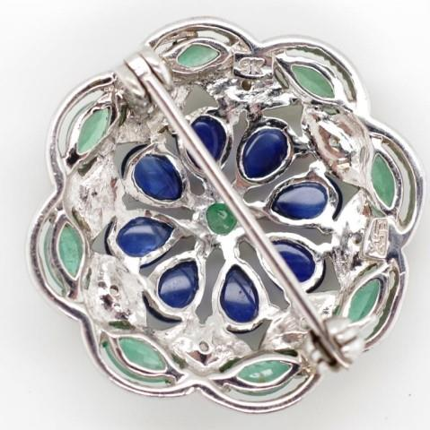 Lot 42 - Sapphire, emerald and 9ct white gold brooch