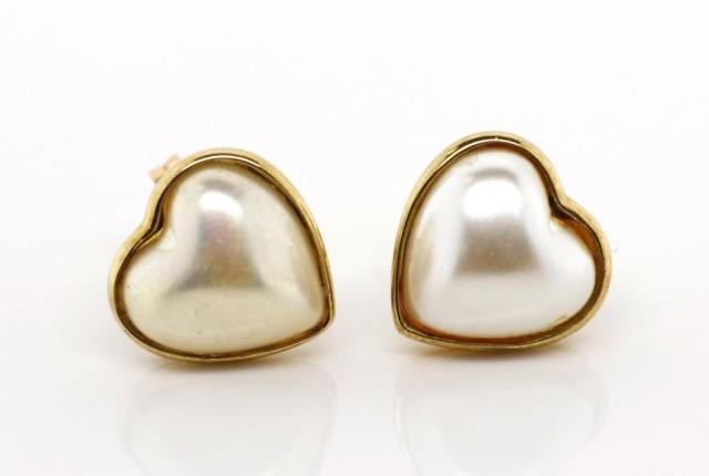Lot 40 - 9ct gold and pearl stud earrings