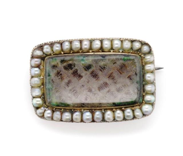 Lot 41 - Georgian gold and seed pearl mourning brooch