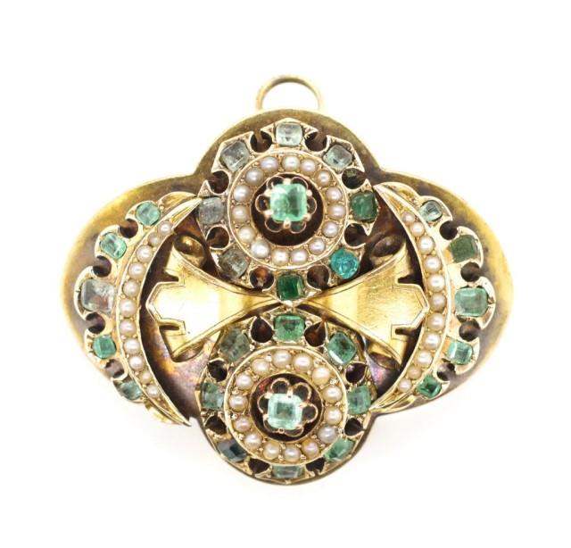 Lot 46 - Emerald, pearl set gold mourning brooch