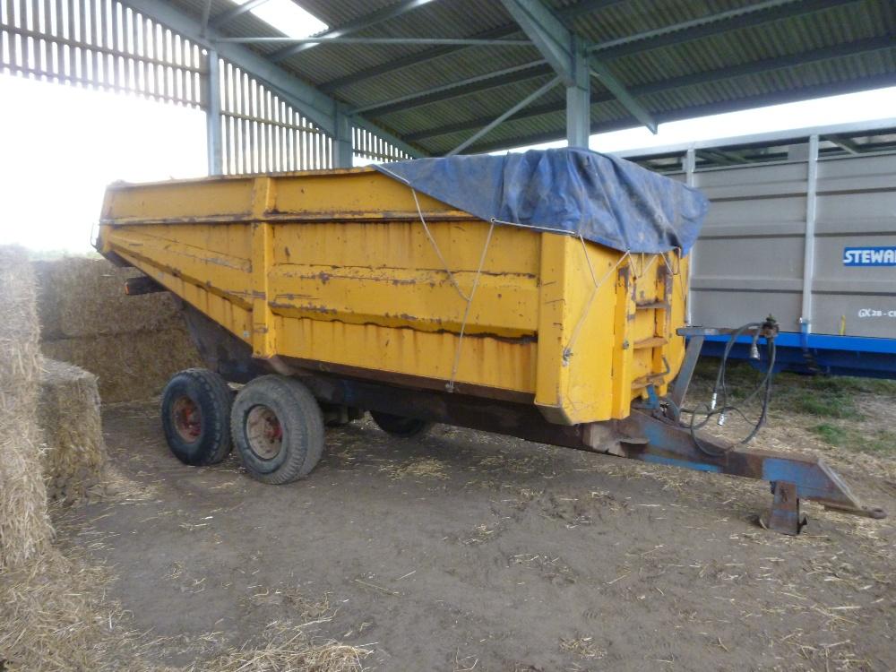 Lot 25 - Richard Western dump trailer, 10T approx, tandem axle, hydraulic brakes, rear door with grain chute,