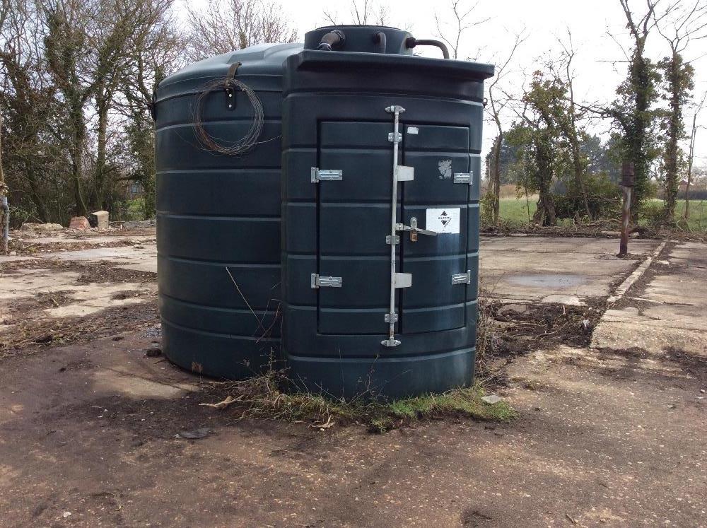 Lot 11 - Fuel station, 4700 Litre bunded tank with 12 volt pump,