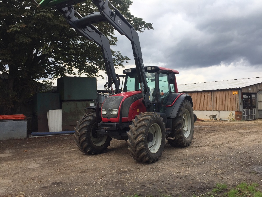 Lot 5 - Valtra N141 4wd Tractor, 9474 hours,