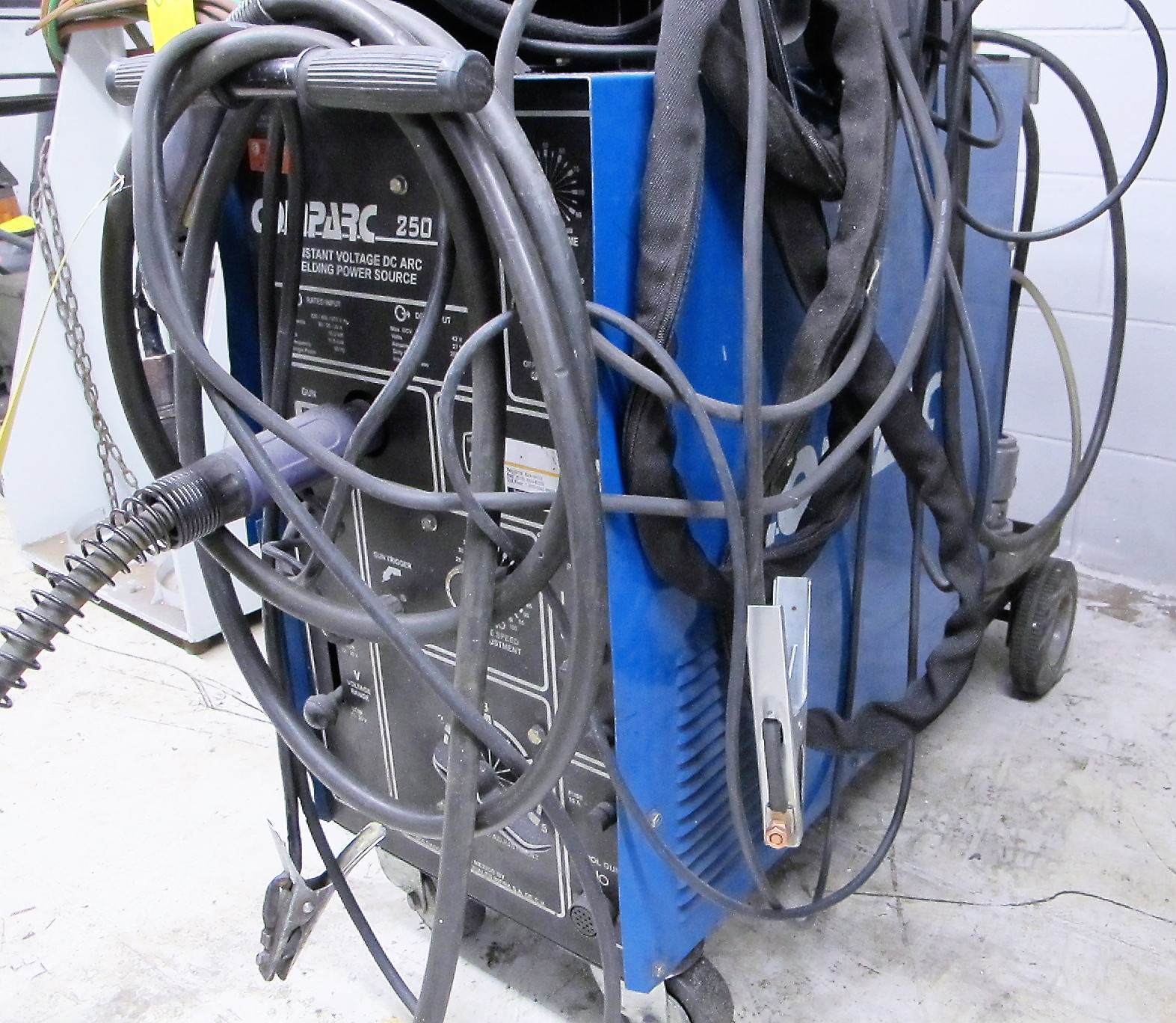 COMPARC 250 SP MIG WELDER W/CABLES, GUN AND CART