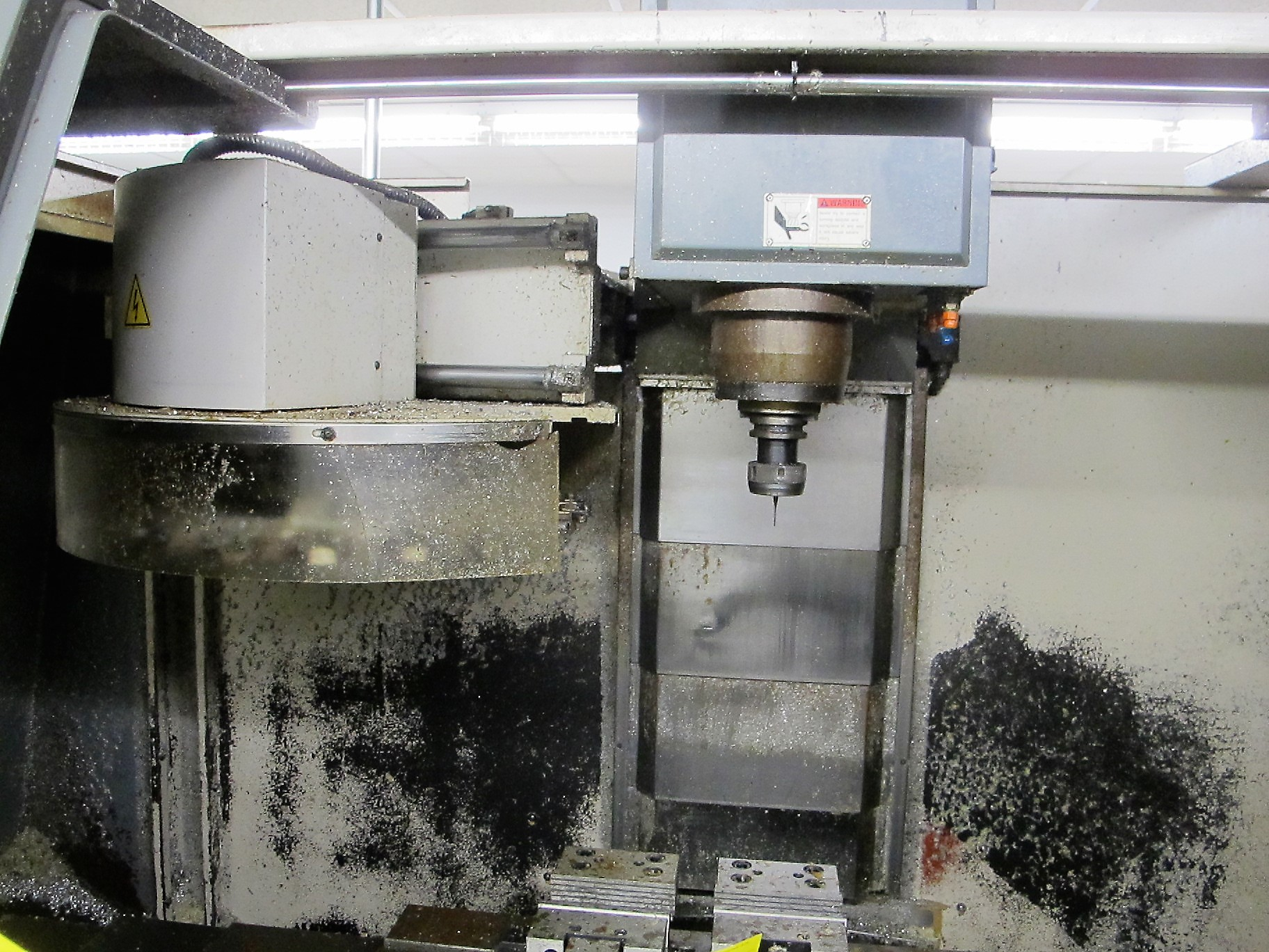 "MAXIMART VMC-850 CNC VERTICAL MACHINING CENTER, 20-ATC, MITSUBISHI CONTROL, 18"" X 39"" TABLE, 3"" - Image 4 of 10"