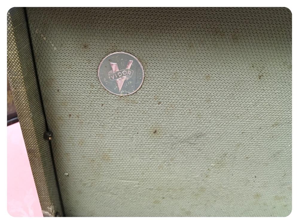 Lot 7 - VIDOR BATTERY PORTABLE RADIO CIRA 1950'S