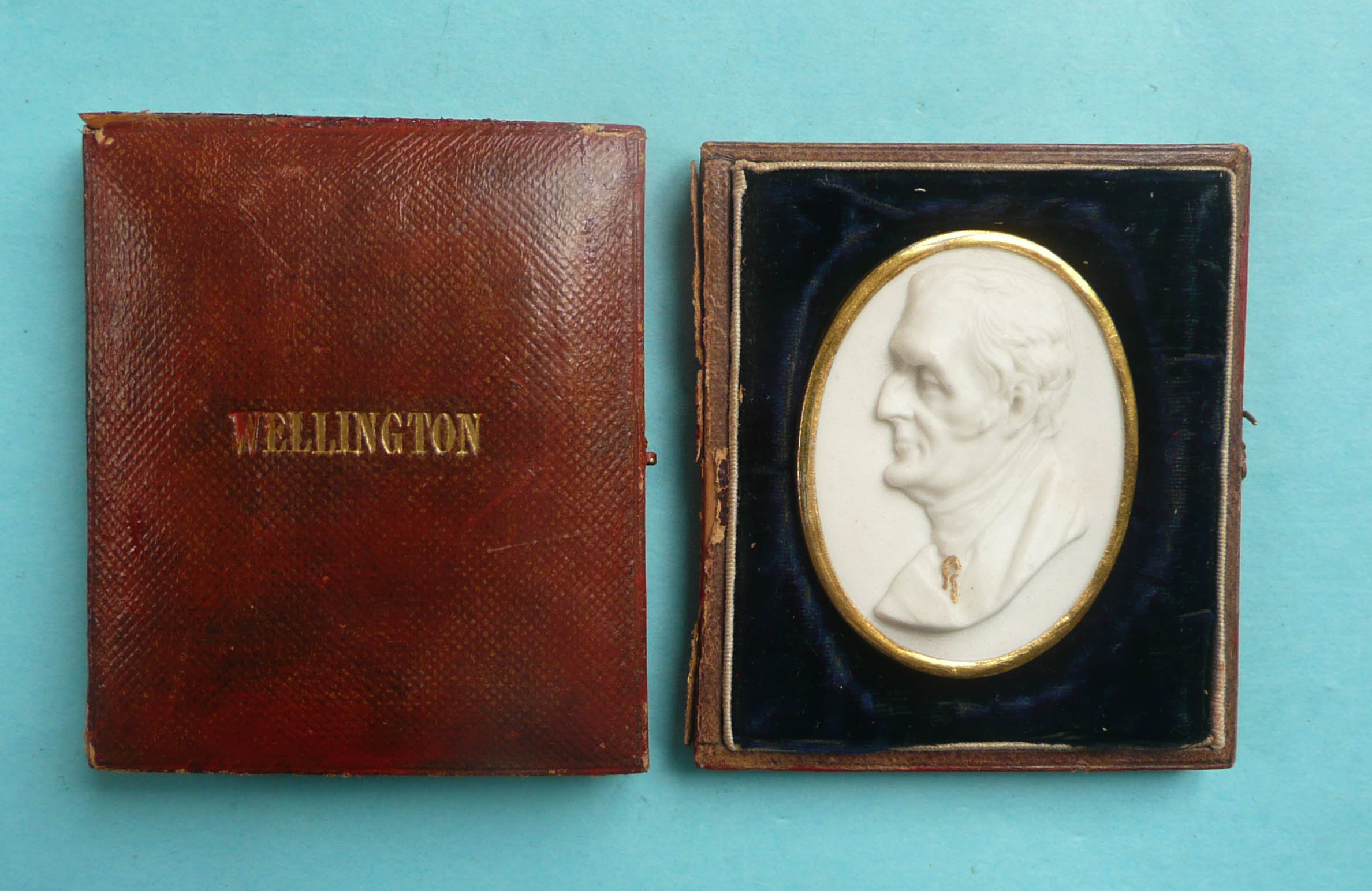 Lot 29 - Wellington: a good memorial broach modelled in white parian as a head in profile looking to dexter
