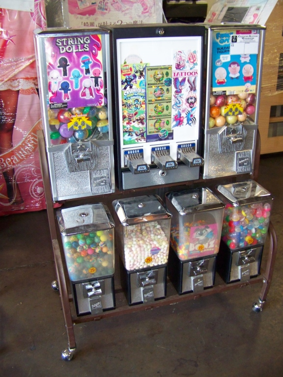 Lot 24 - NORTHWESTERN COMBO CANDY CAPSULE STICKER BULK RACK