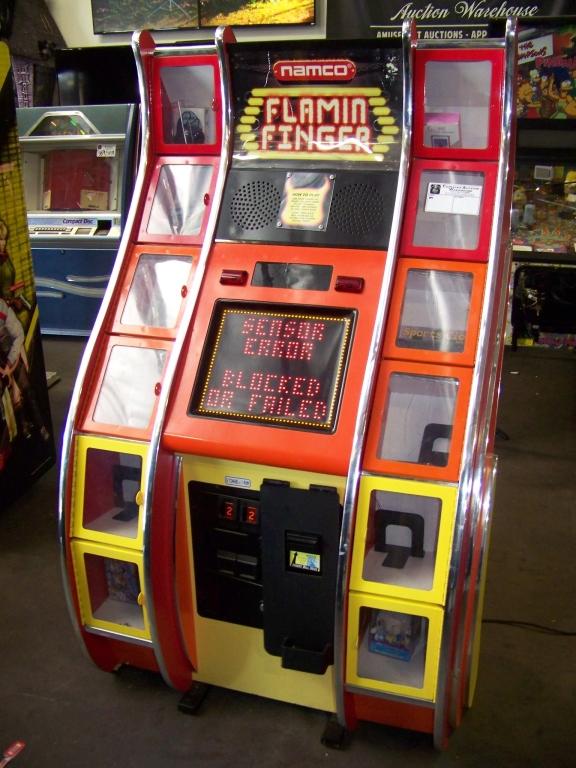 Lot 8 - FLAMIN FINGER PRIZE REDEMPTION GAME NAMCO
