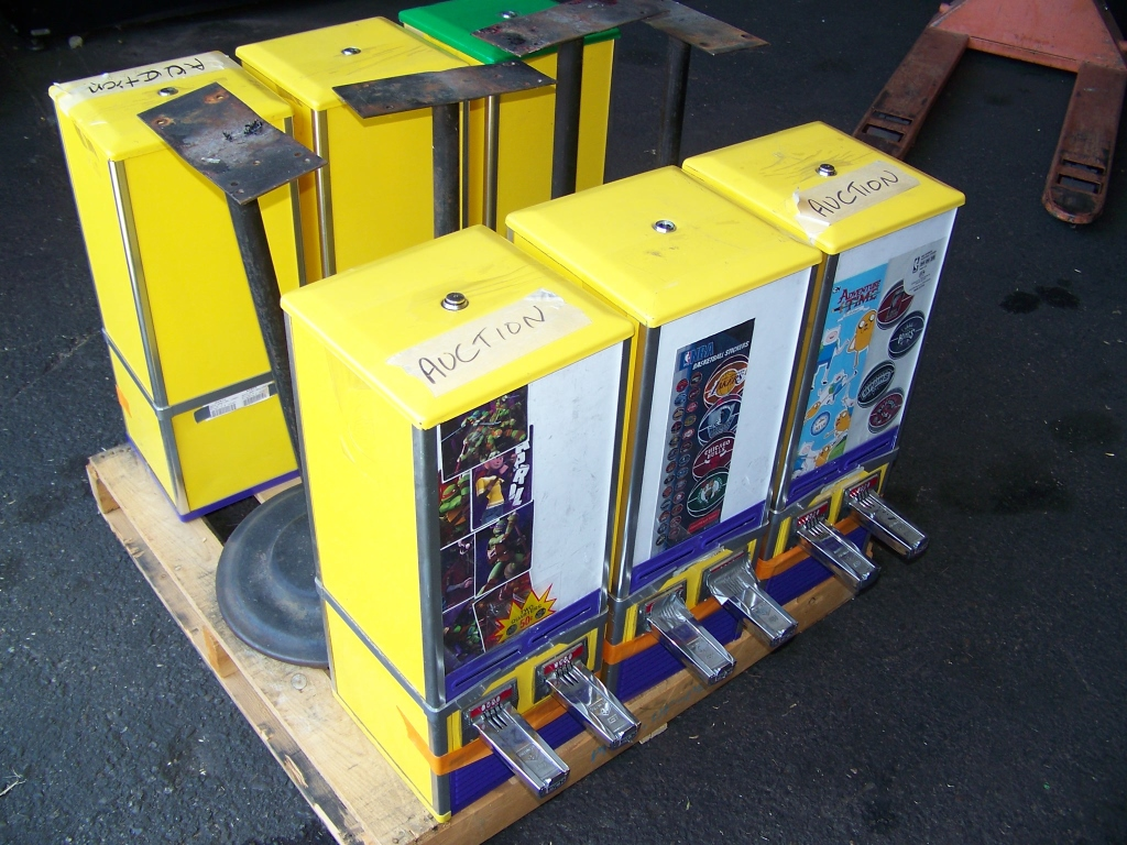1 PALLET LOT STICKER VENDING MACHINES / STANDS - Image 2 of 2
